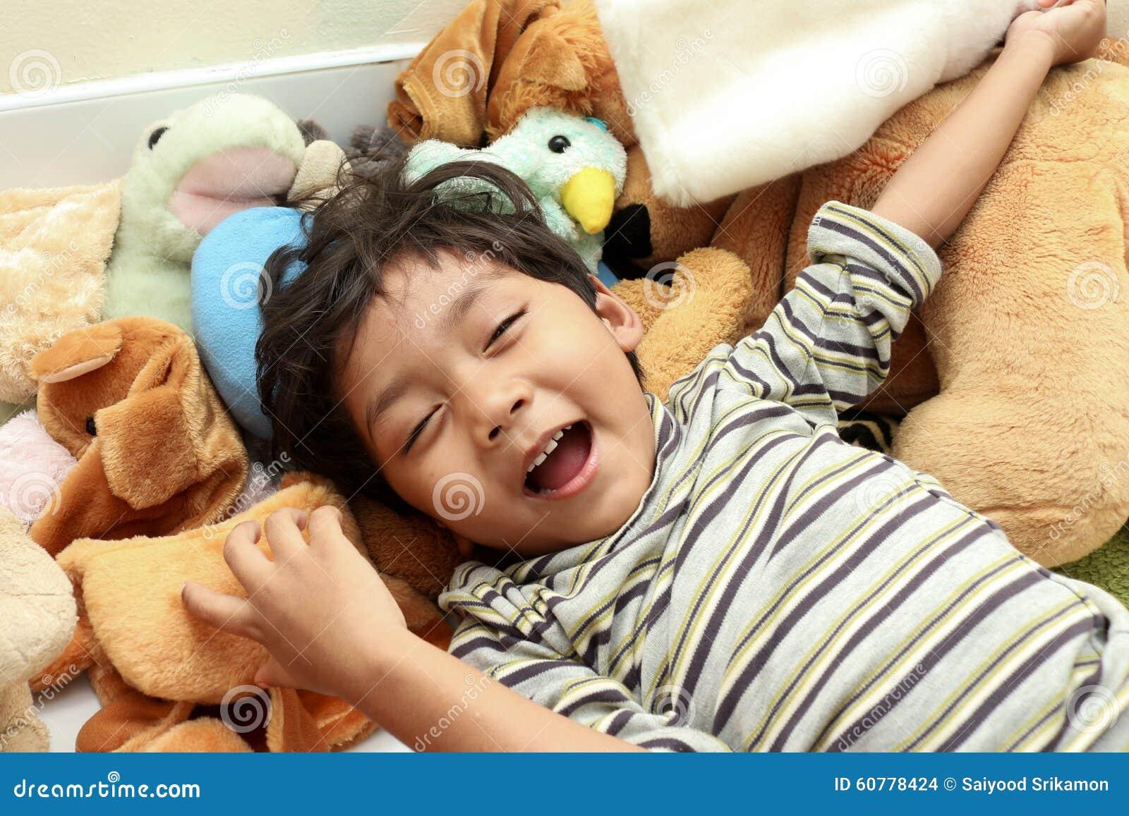Счастливый большой смеяться над