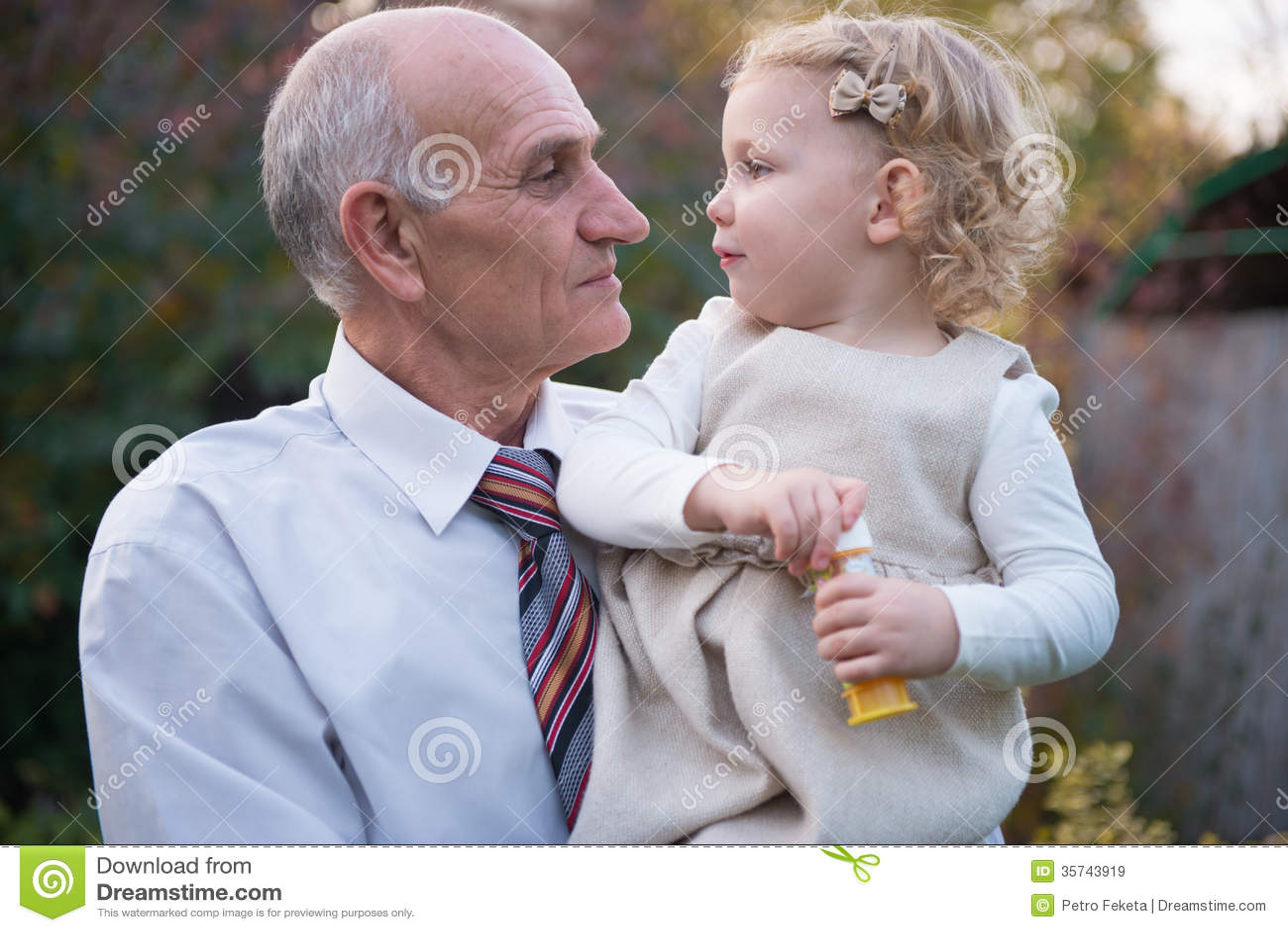 Смотреть дедушка с внучкой 11 фотография