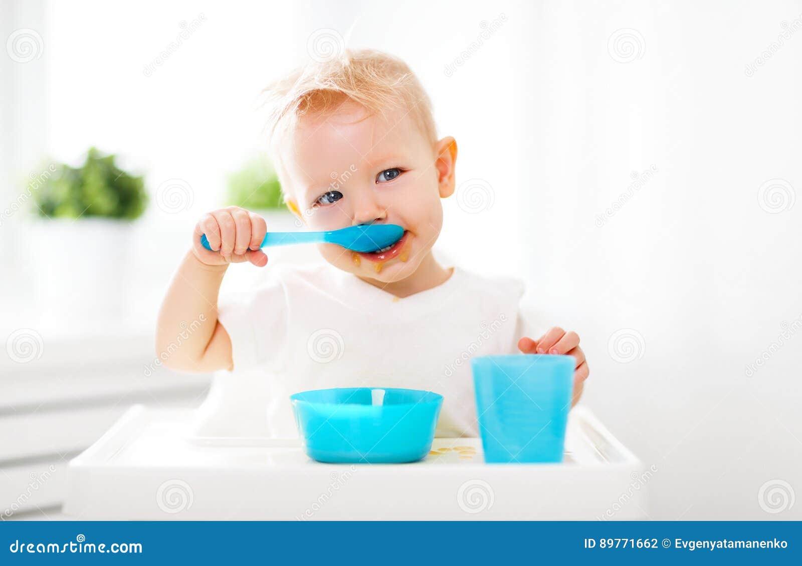 Счастливый младенец есть