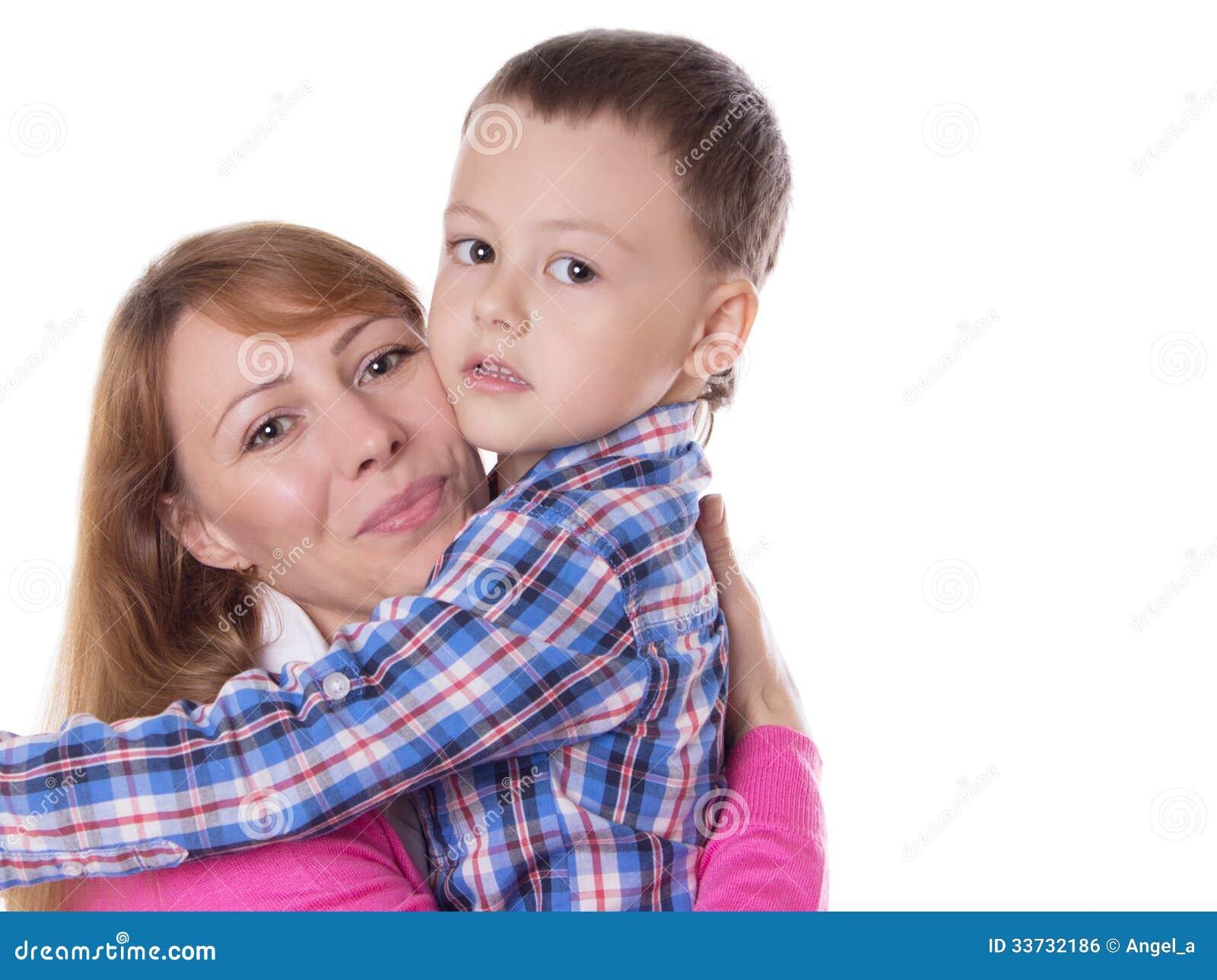 Счастливый обнимать матери и сына