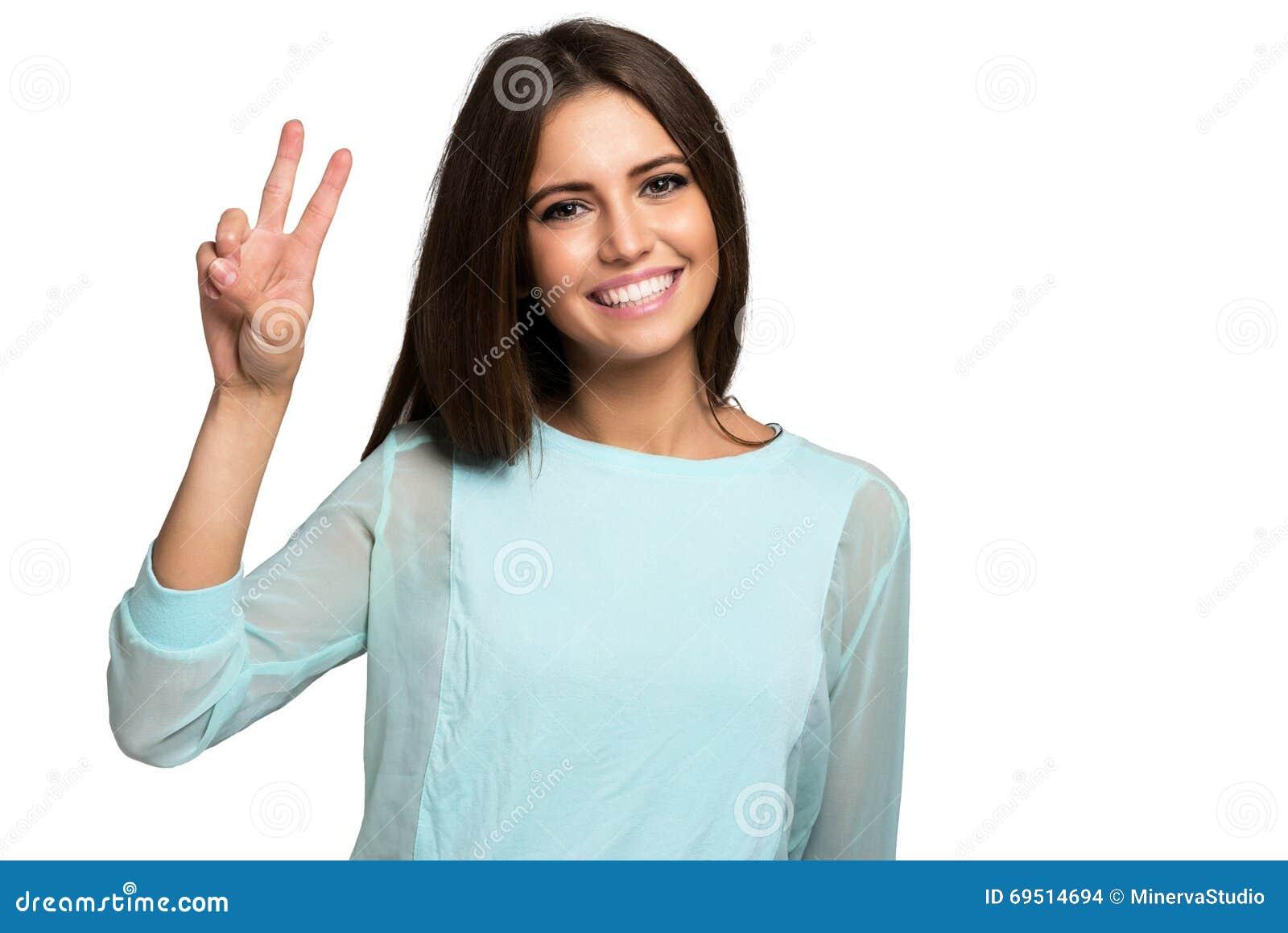Счастливый портрет женщины изолированный на белизне