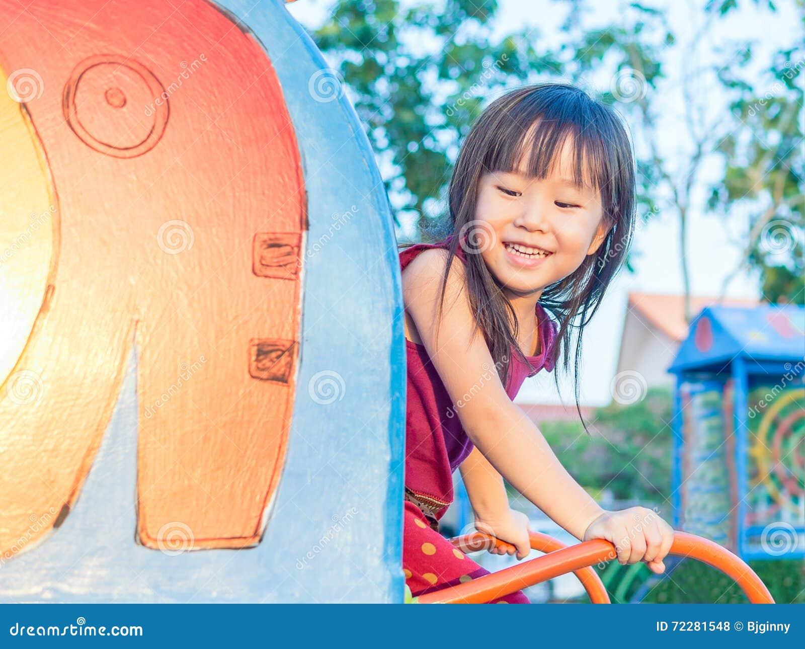 Download Счастливый ребенк, азиатский играть ребенка младенца Стоковое Фото - изображение насчитывающей утеха, смотреть: 72281548