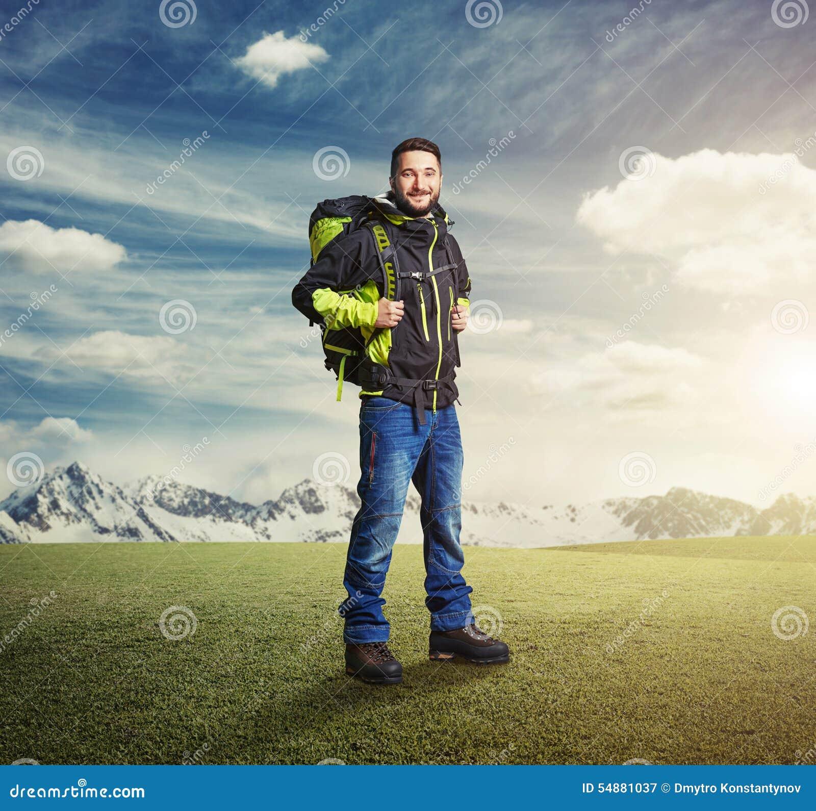 Фотография турист с рюкзаком велорюкзак распродажа