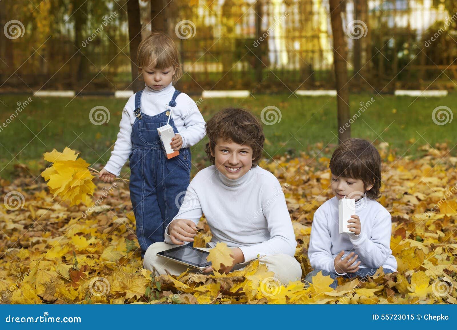3 счастливых мальчика