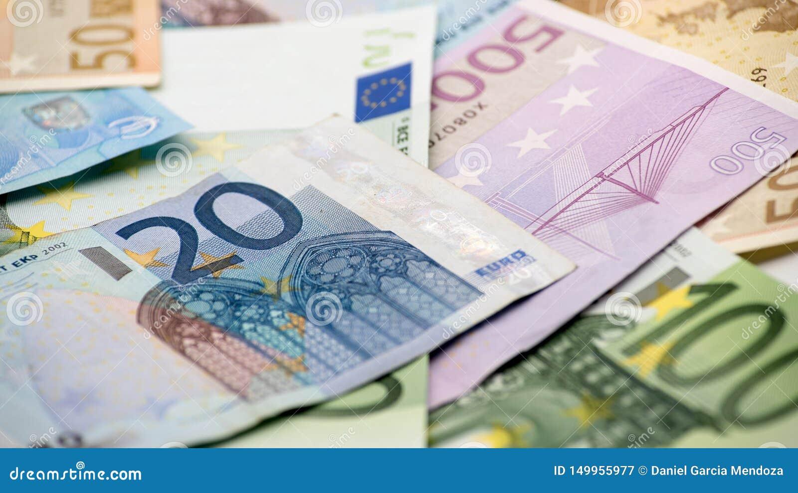 Счеты евро различных значений Счет евро 20 над другими счеты