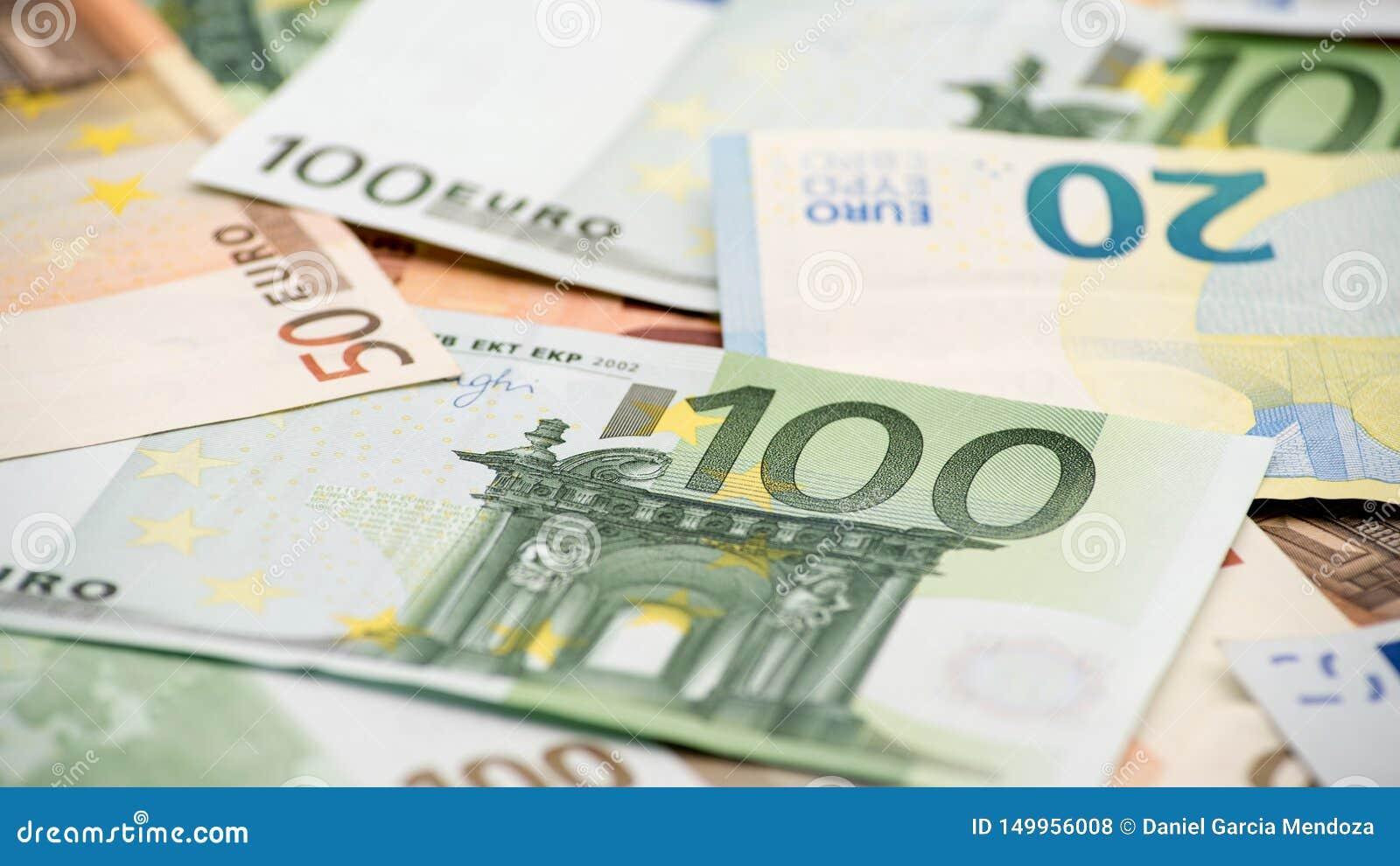 Счеты евро различных значений Счет евро 100