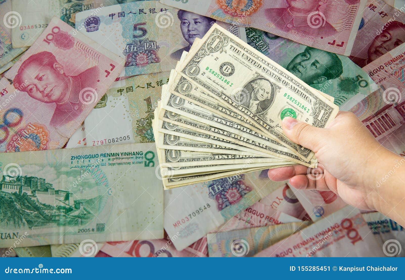 Счет доллара США и китайская банкнота юаней Война Китай США