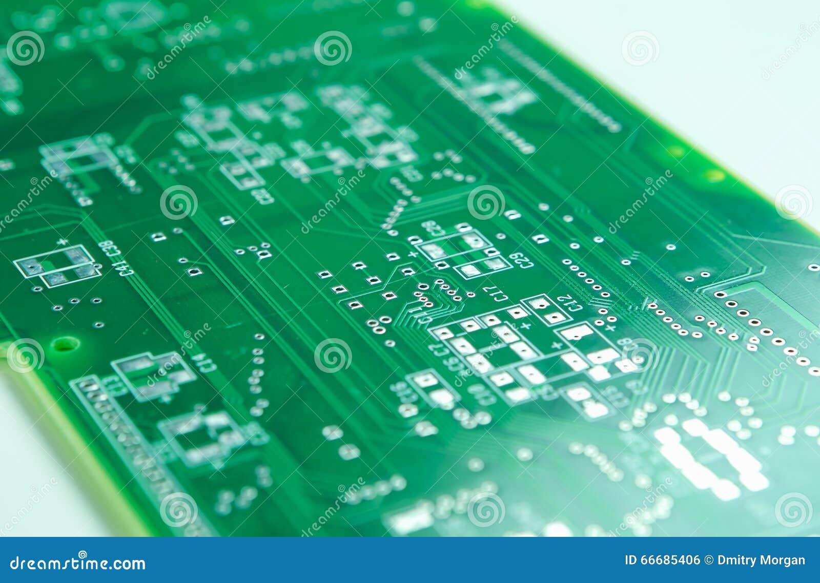 Съемка крупного плана новой платы с печатным монтажом до установка Componentry SMD и ПОГРУЖЕНИЯ