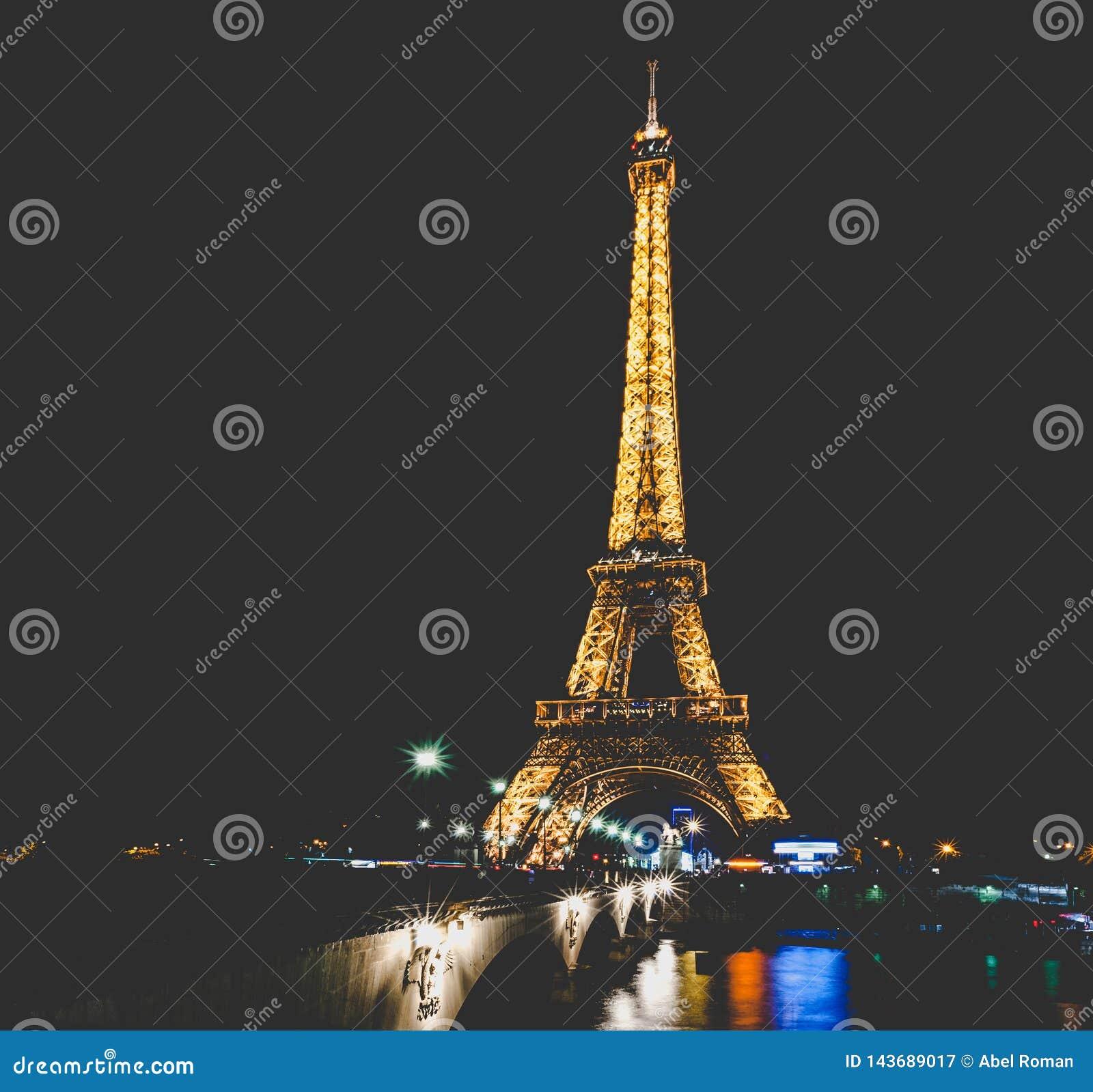 Съемка ночи Эйфелевой башни