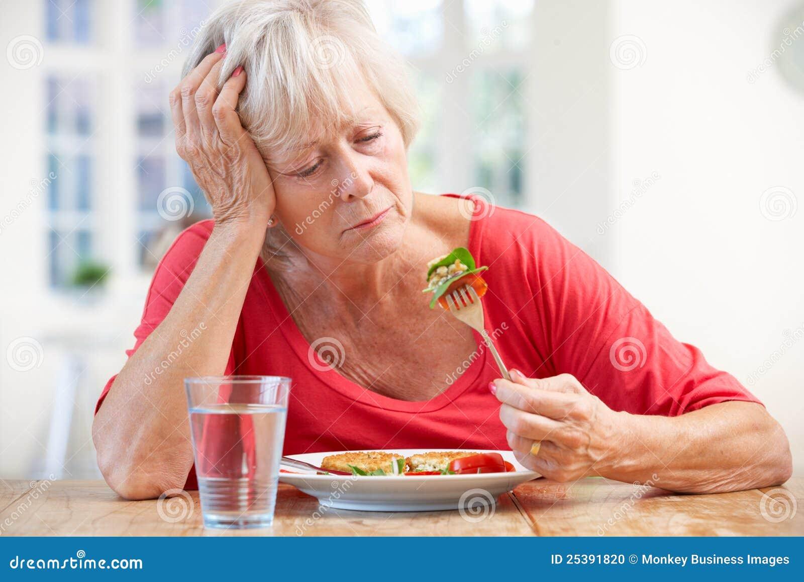 съешьте более старого больноя к пробуя женщине