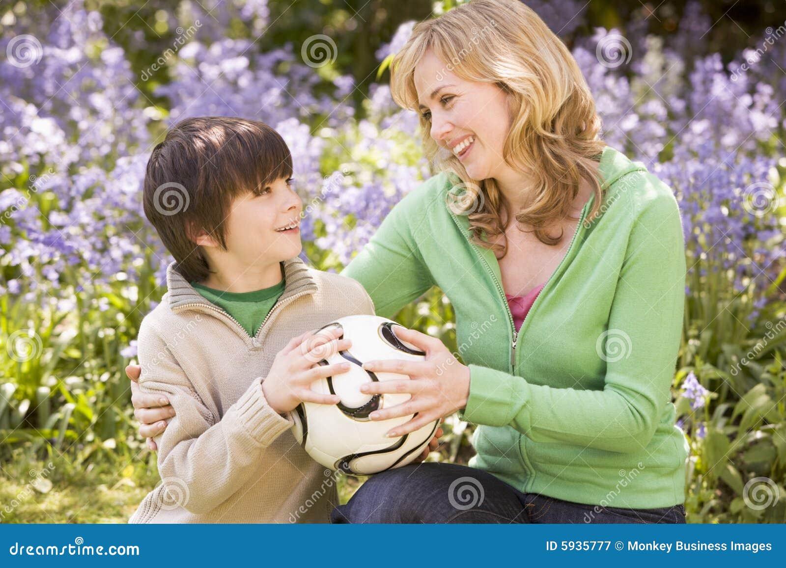 Смотреть бесплатно как друг ебет свою маму, Мать с другом сына, трахнул маму друга - Смотреть 22 фотография