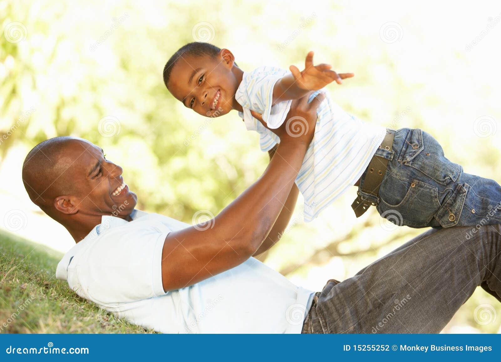 сынок портрета парка отца счастливый