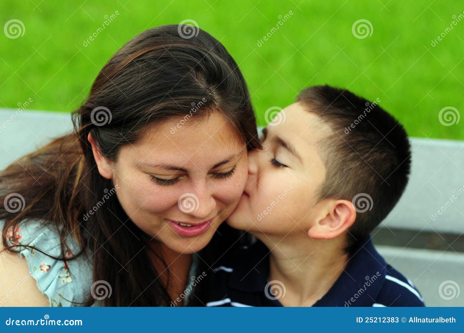 Син трахнув пяну маму, Пьяная Мать сын -видео. Смотреть Пьяная Мать сын 22 фотография