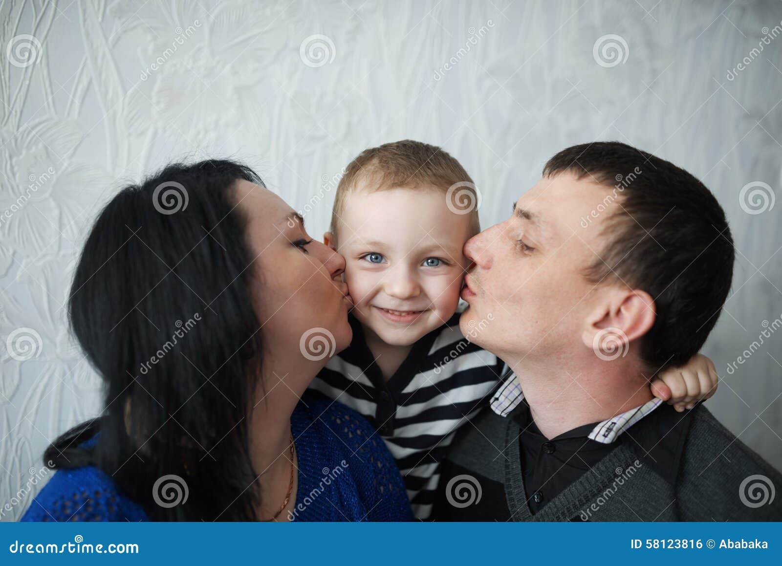 Сын чмокнул свою мать, Сын ебёт маму -видео. Смотреть сын ебёт маму 22 фотография