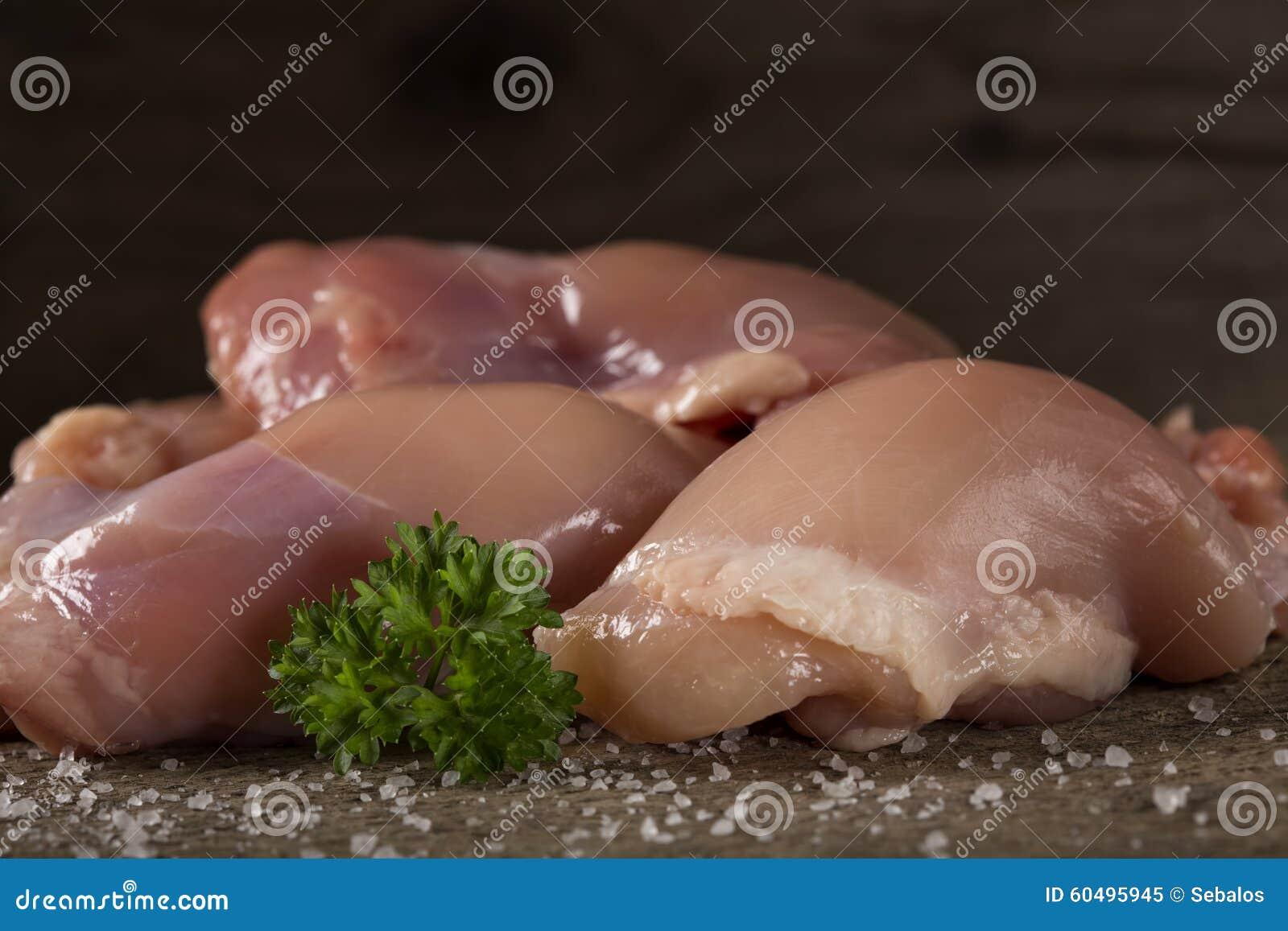 Сырцовые бескостные бедренные кости цыпленка