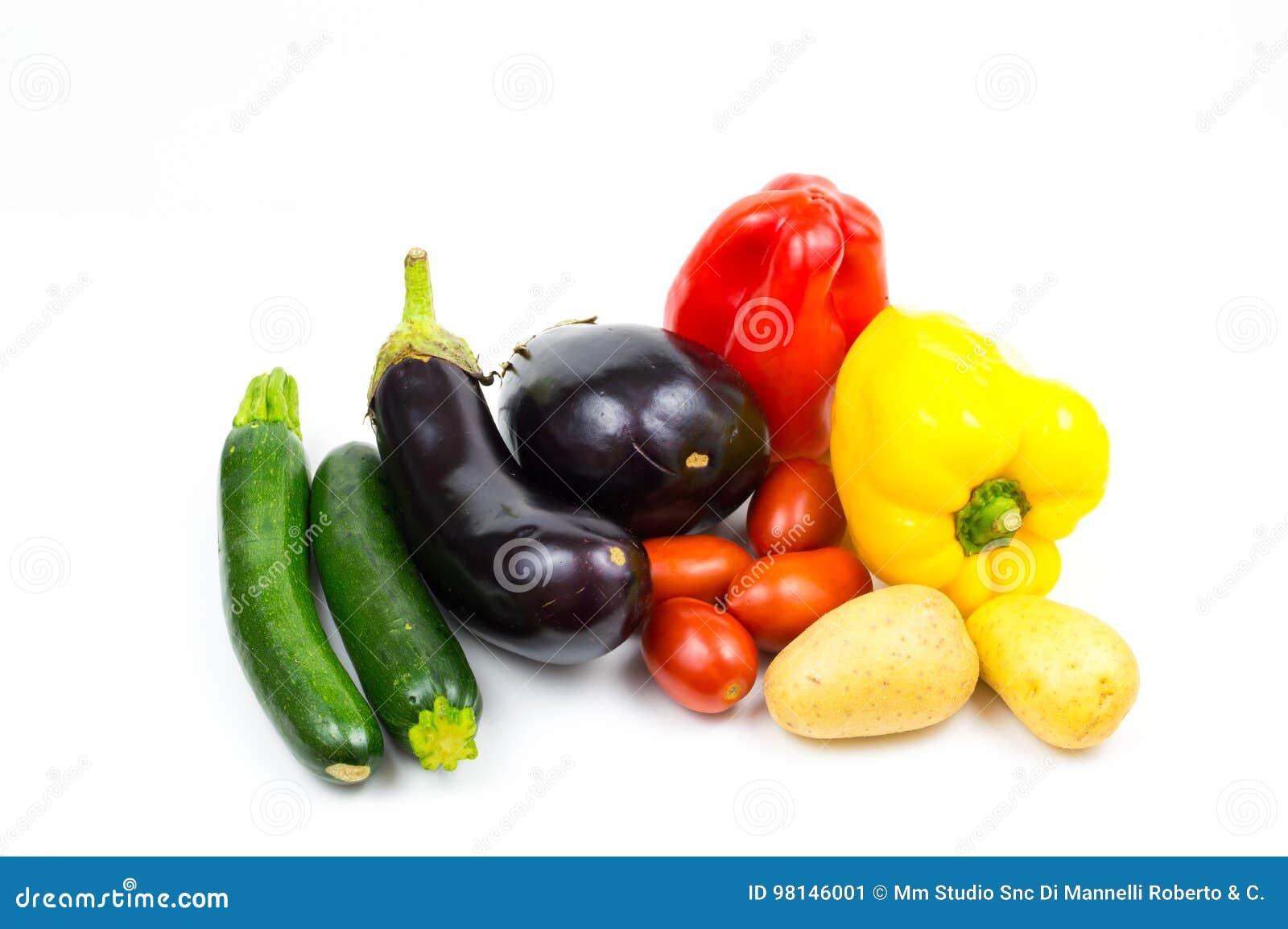 Сырцовые овощи еды изолированные на белой предпосылке с copyspace,