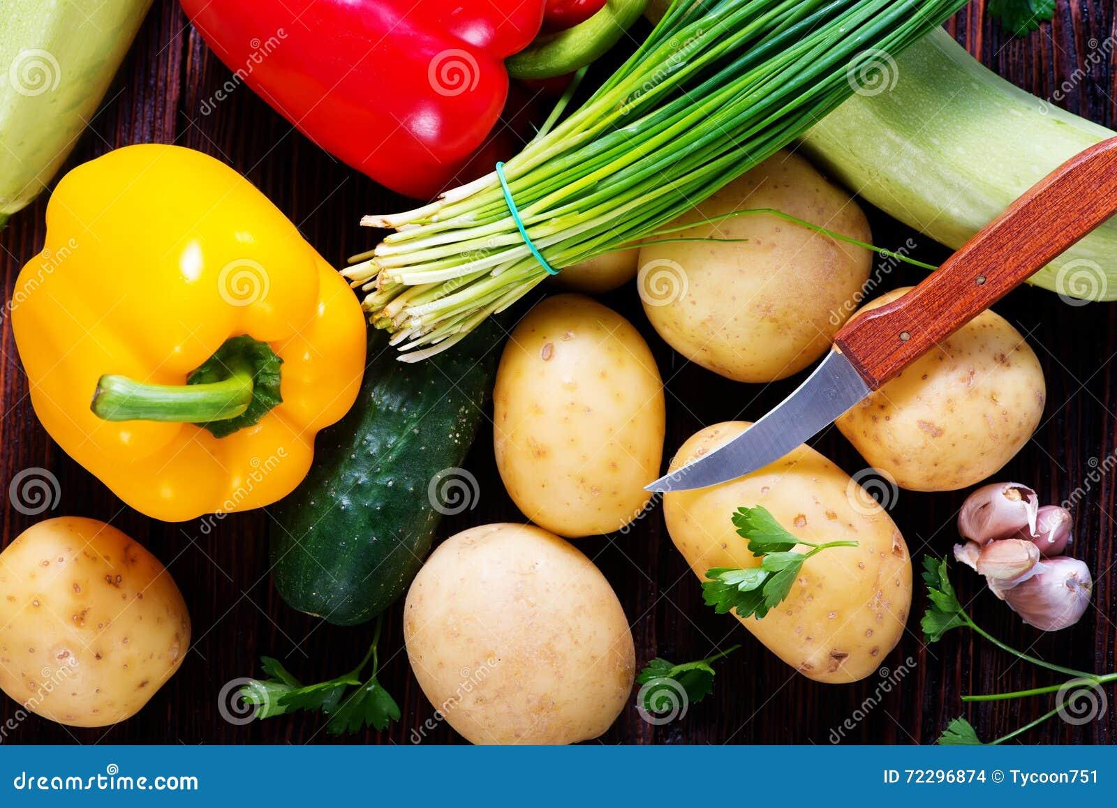 Download сырцовые овощи стоковое фото. изображение насчитывающей падение - 72296874