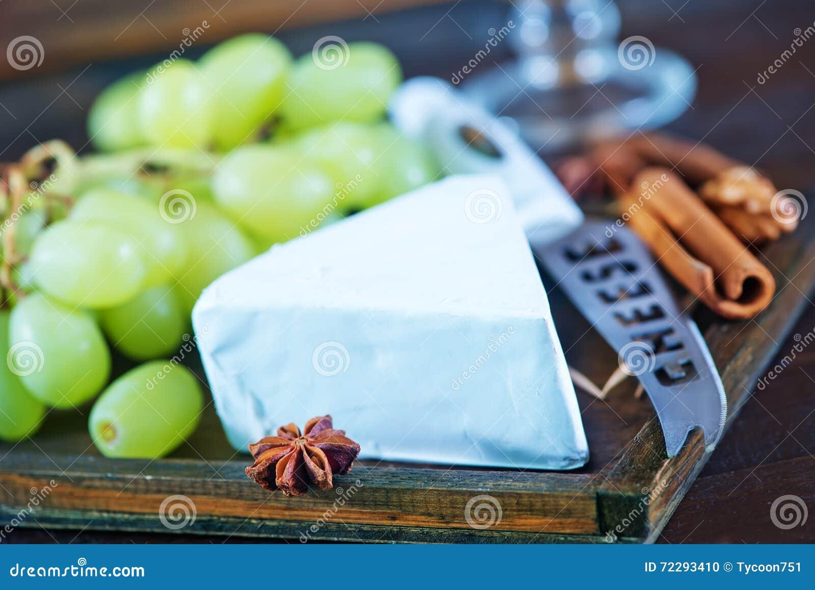Download Сыр с виноградиной стоковое фото. изображение насчитывающей старо - 72293410