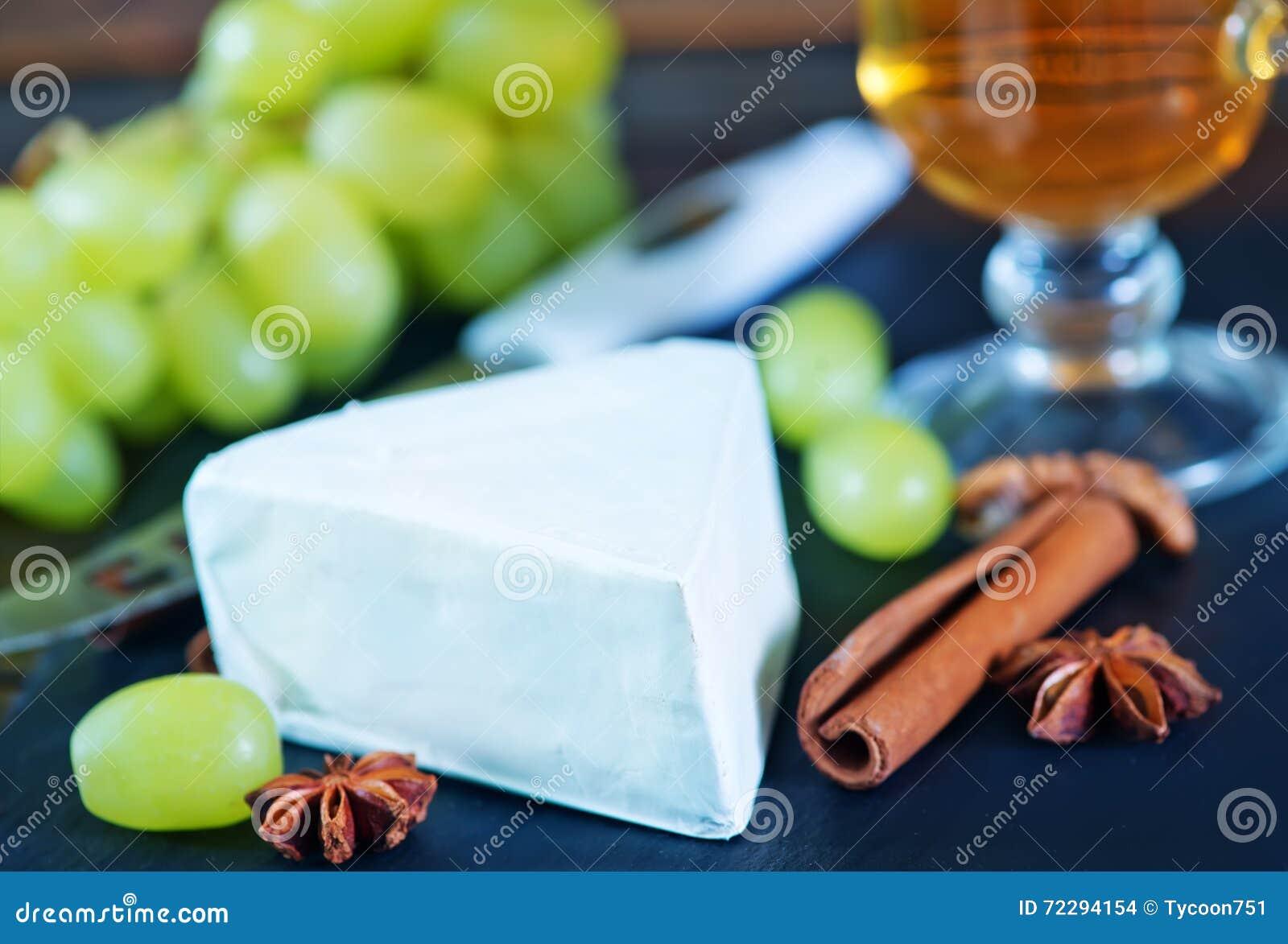 Download Сыр с виноградиной стоковое фото. изображение насчитывающей сыр - 72294154