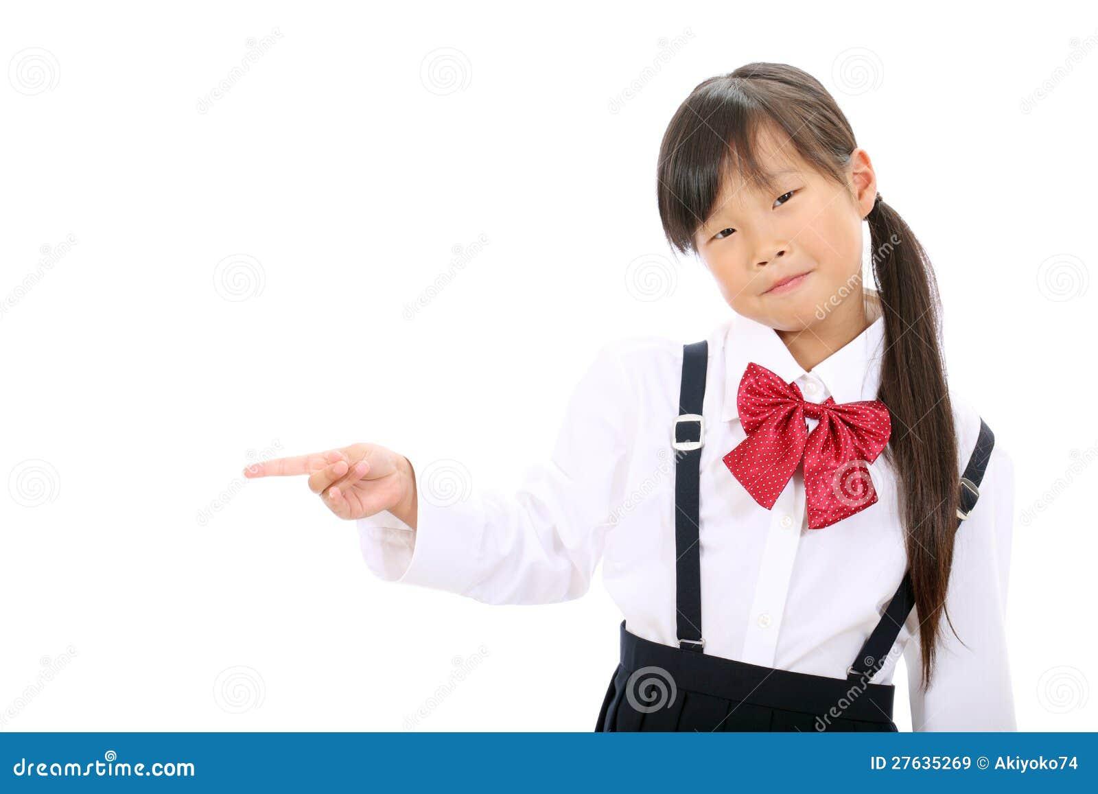 маленькую азиатскую школьницу