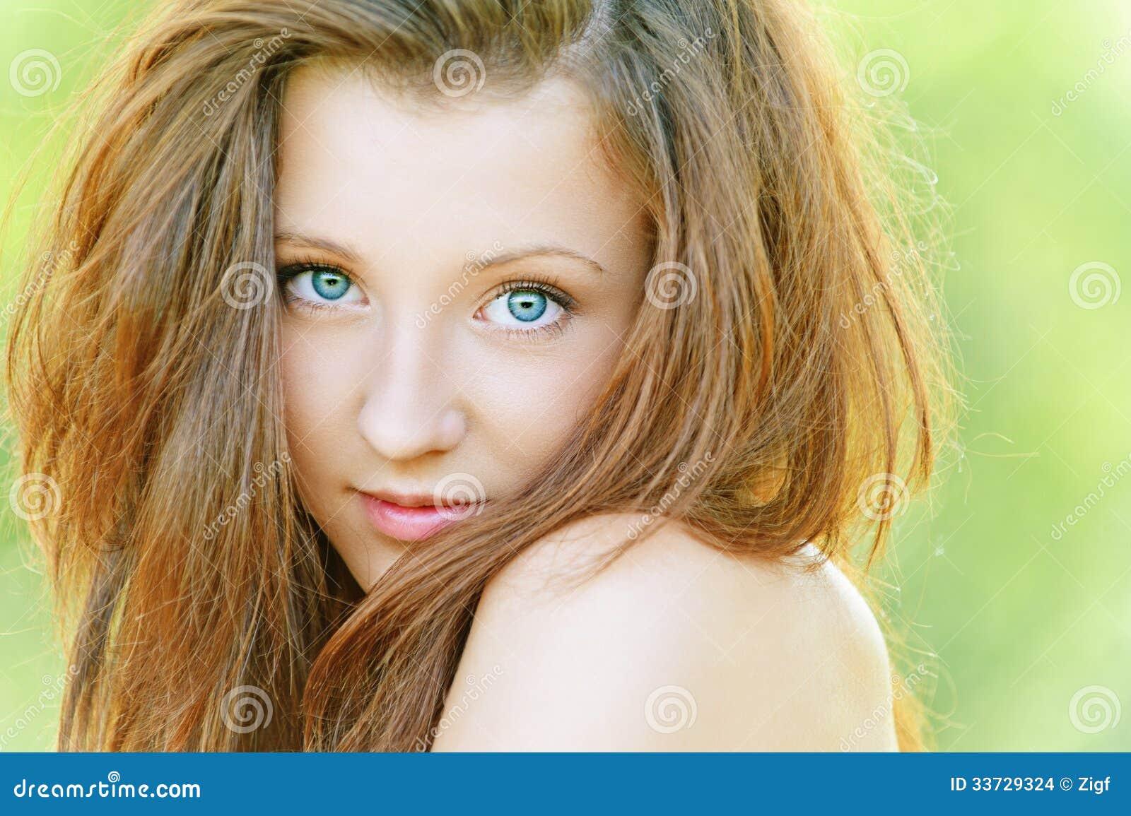 Славная молодая женщина