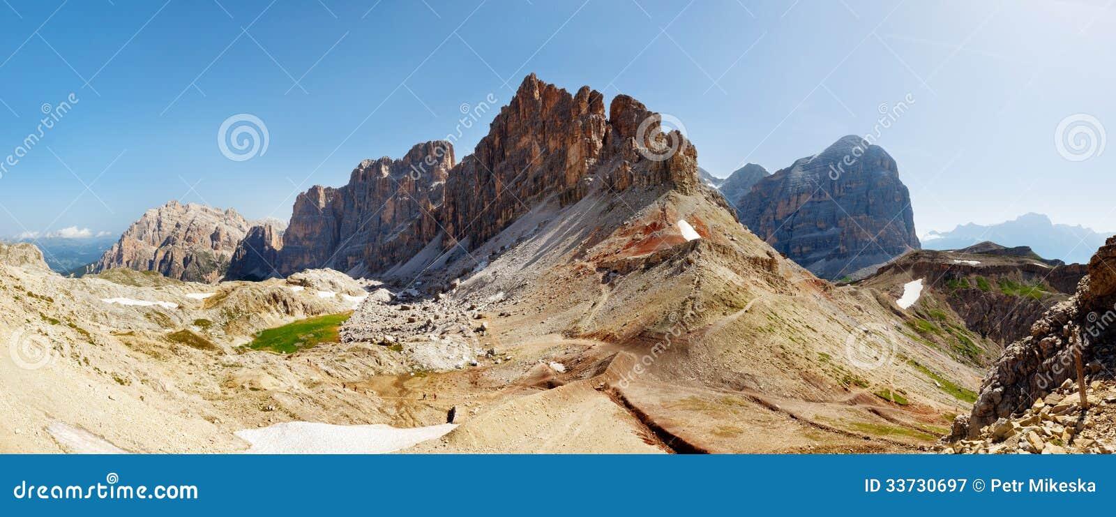 Славный взгляд гор итальянки Альпов - Dolomiti
