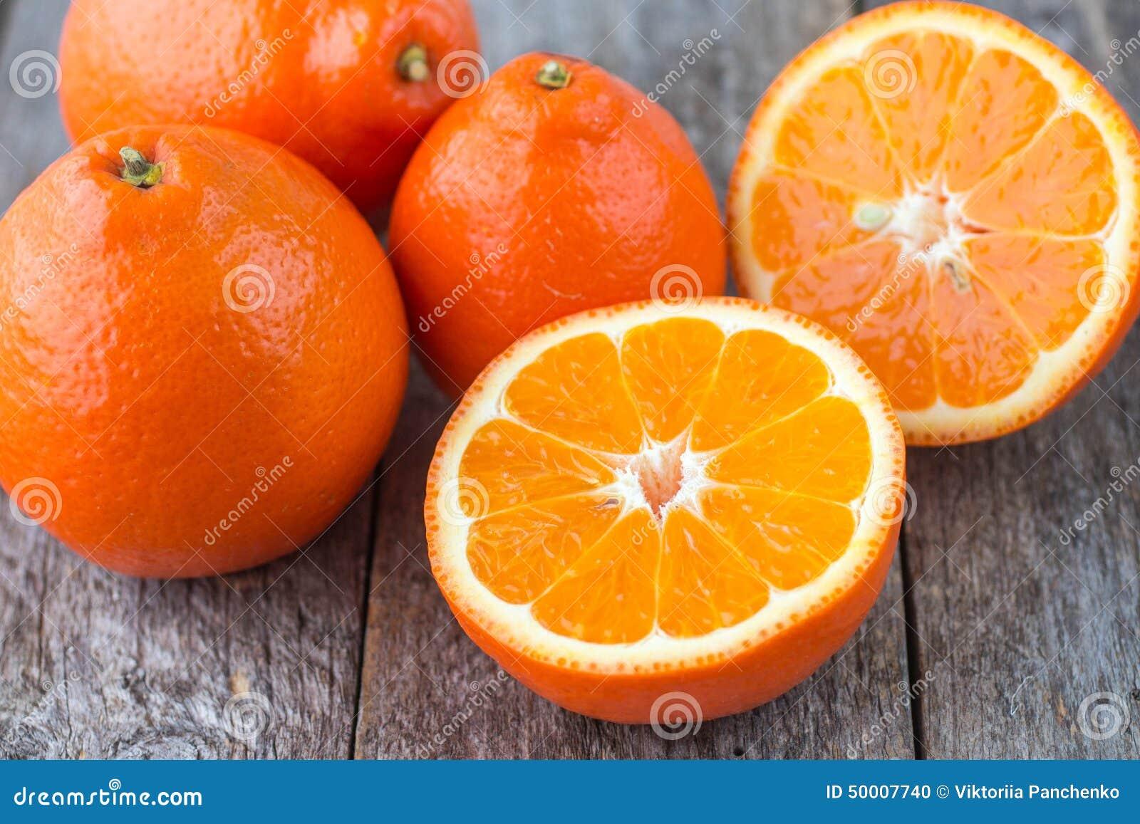 Сладкие апельсины приносить (mineola)
