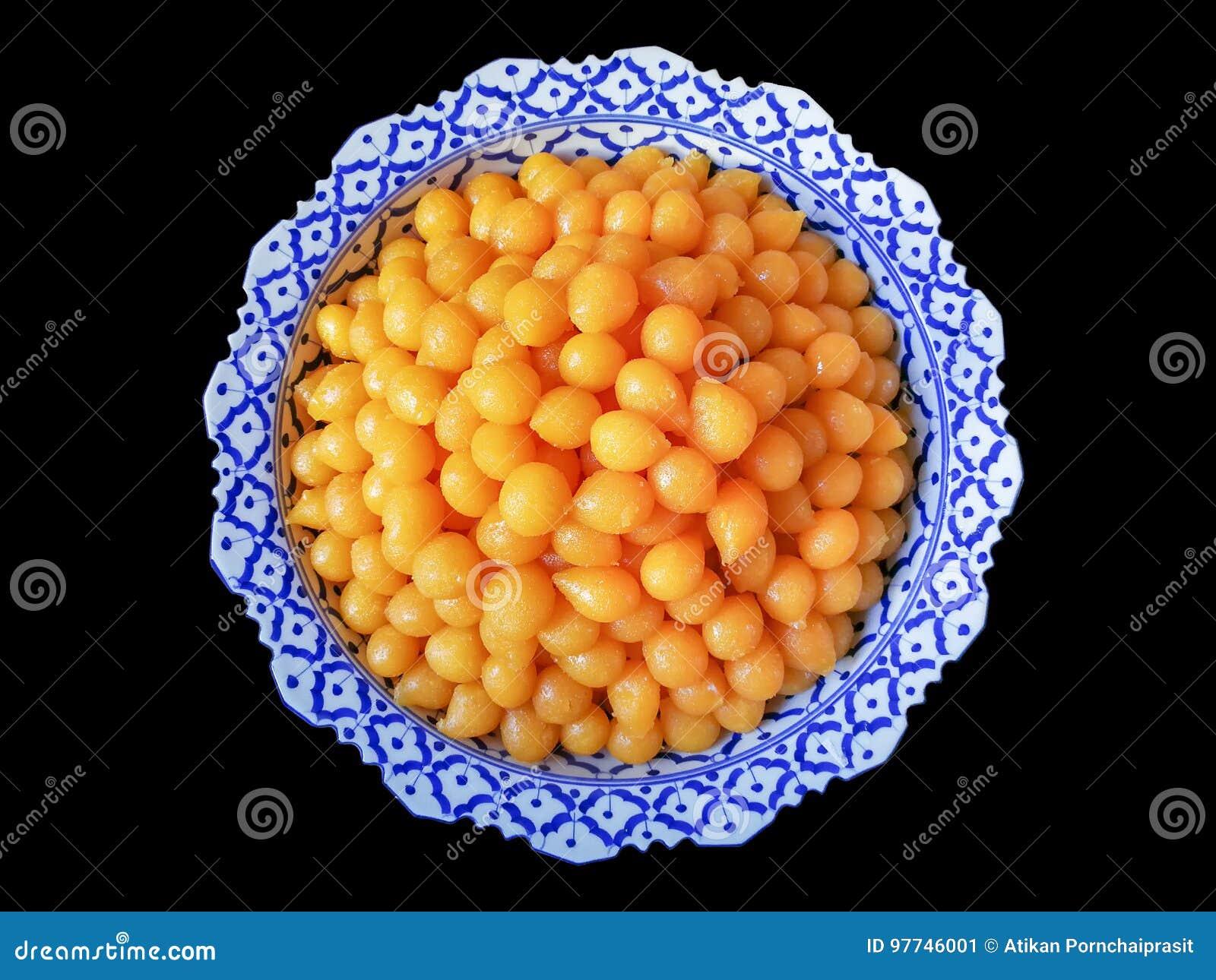 Сладостные шарики fudge яичного желтка сваренные в сиропе - тайских вызванных людях & x22; Схват Yod& x22; , Установленный в Phan