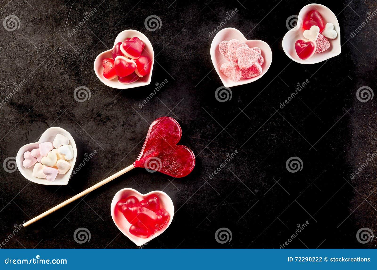 Download Сладостные Confections сидя в керамических шарах Стоковое Фото - изображение насчитывающей angiosperms, лодкамиамфибий: 72290222
