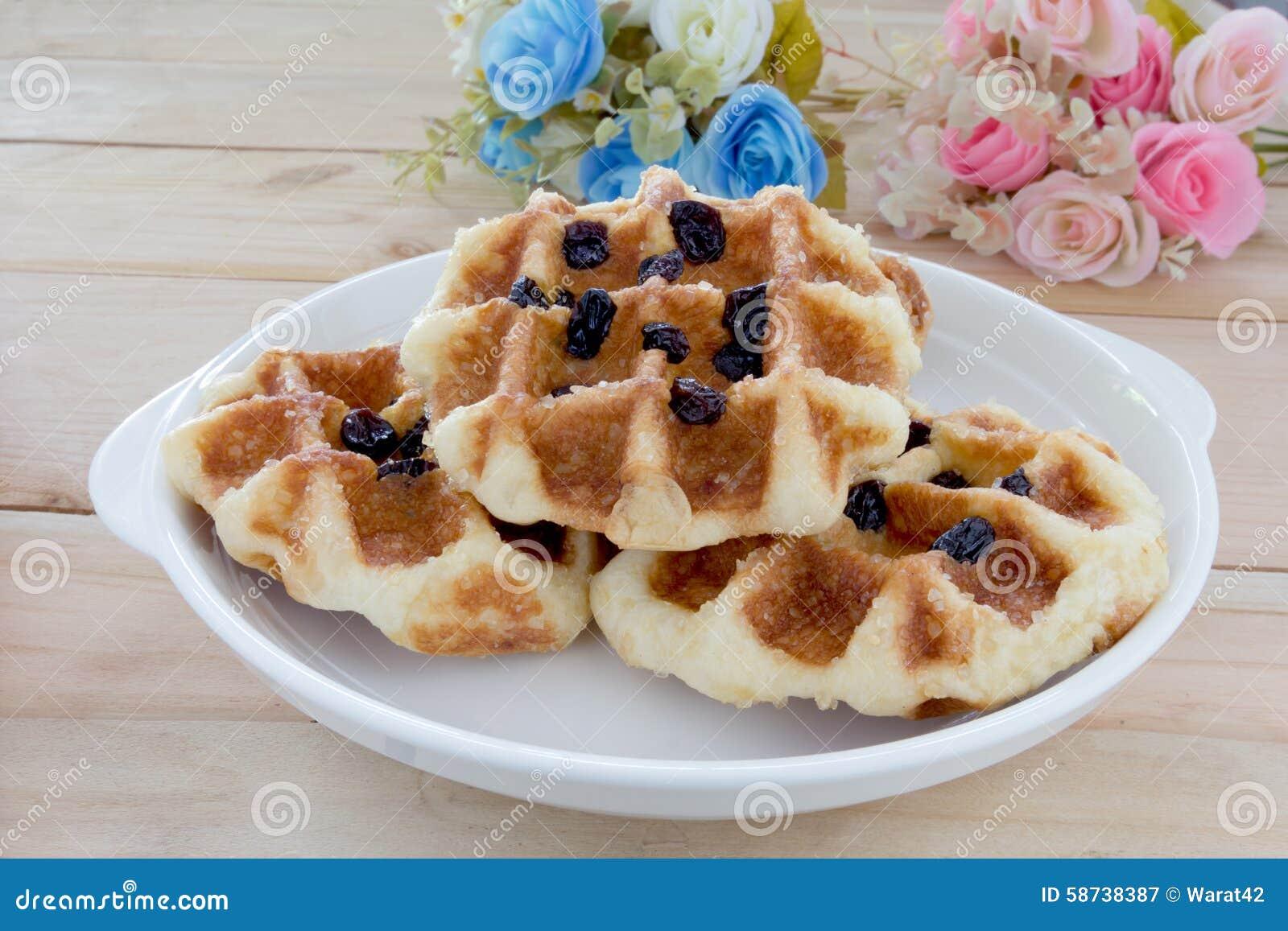 Сладостные waffles с розовым букетом