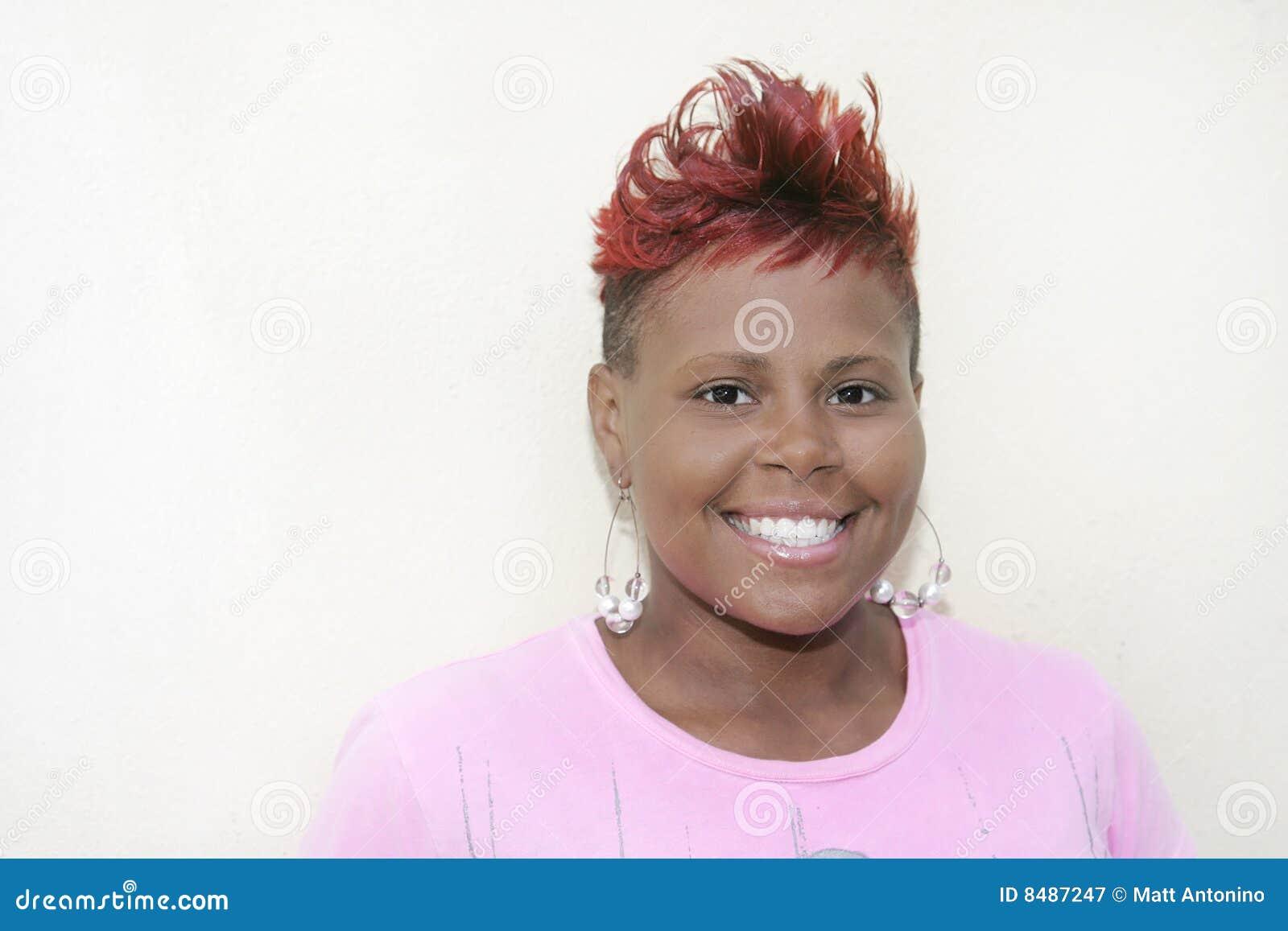 с волосами красная женщина