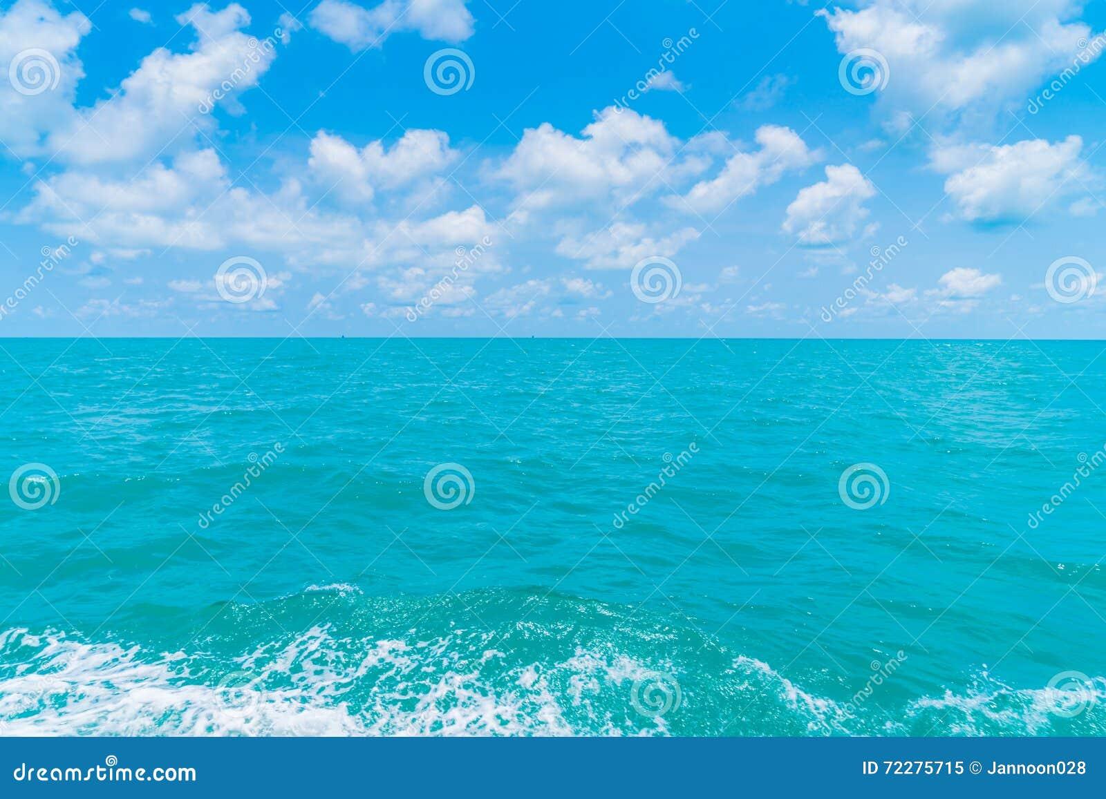 Download След на поверхности морской воды за шлюпкой Стоковое Изображение - изображение насчитывающей шлюпок, морск: 72275715