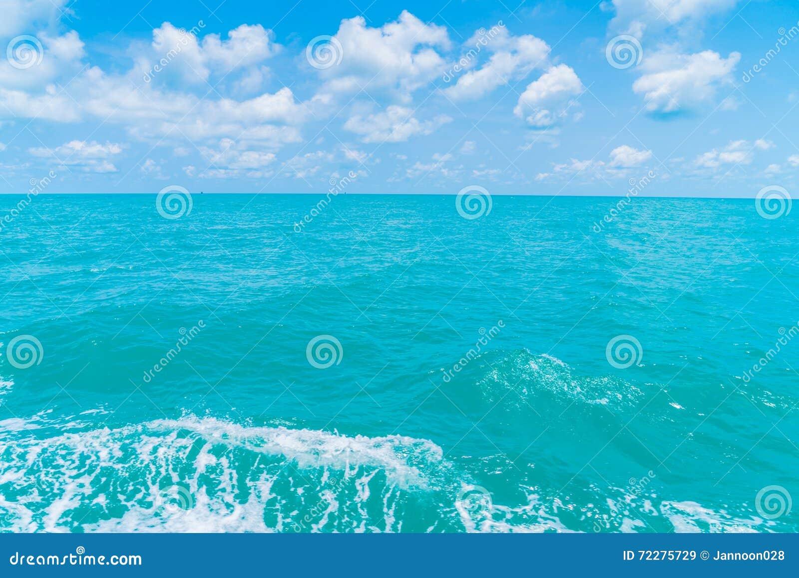 Download След на поверхности морской воды за шлюпкой Стоковое Изображение - изображение насчитывающей кормка, ясность: 72275729