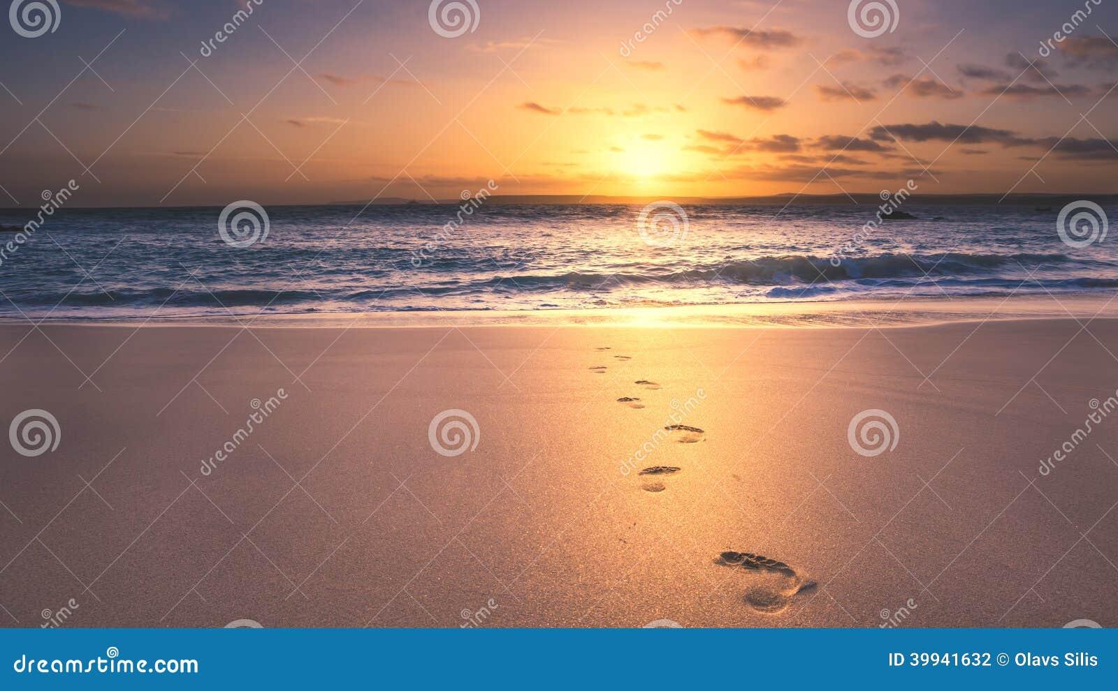 Следы ноги на пляже