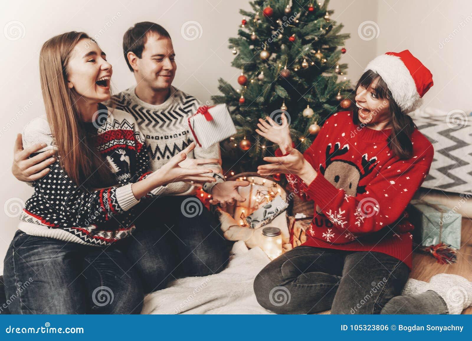 С Рождеством Христовым и счастливая концепция Нового Года стильное fami битника
