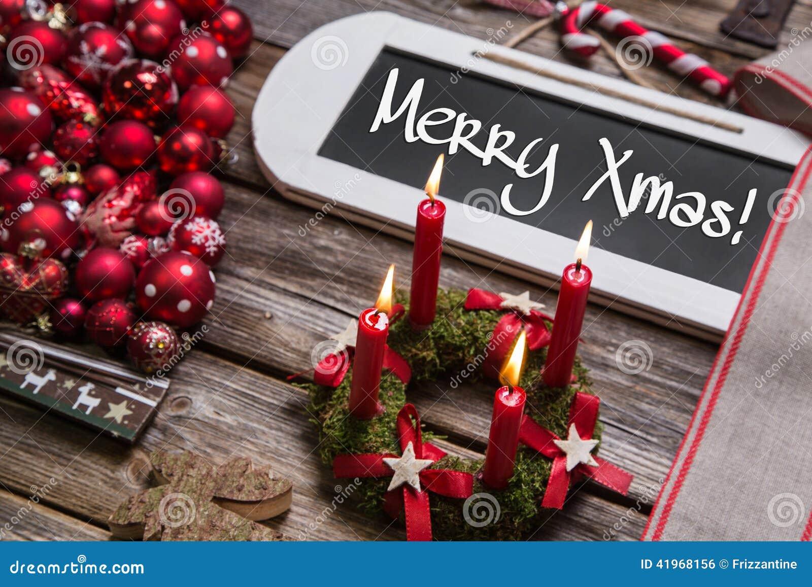 С Рождеством Христовым поздравительная открытка с 4 горя красными свечами