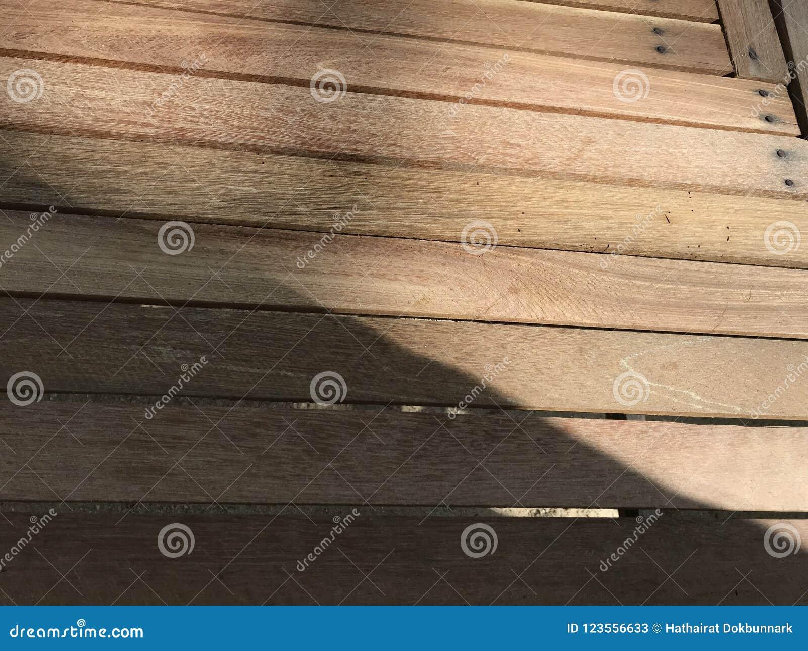 Таблица дела рук DIY сделанная от прикрепленных прямоугольных кусков дерева