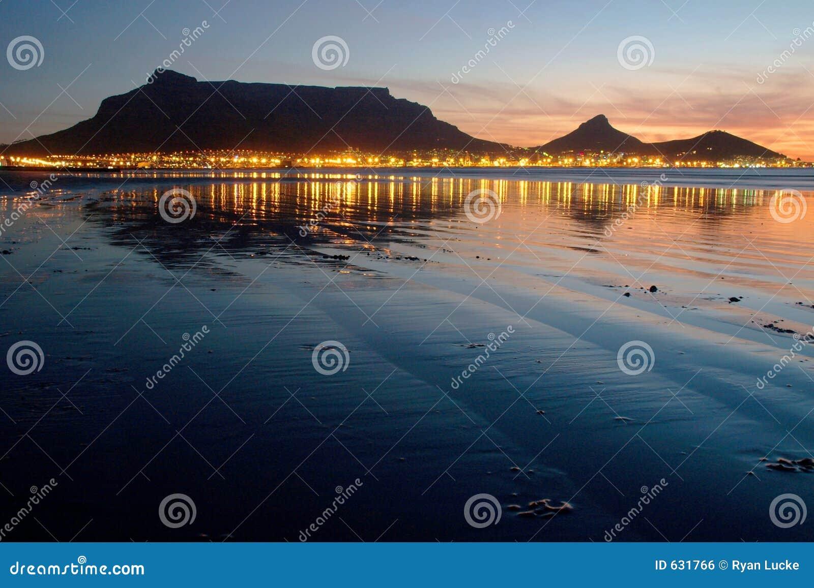 Download таблица захода солнца горы стоковое фото. изображение насчитывающей landmark - 631766