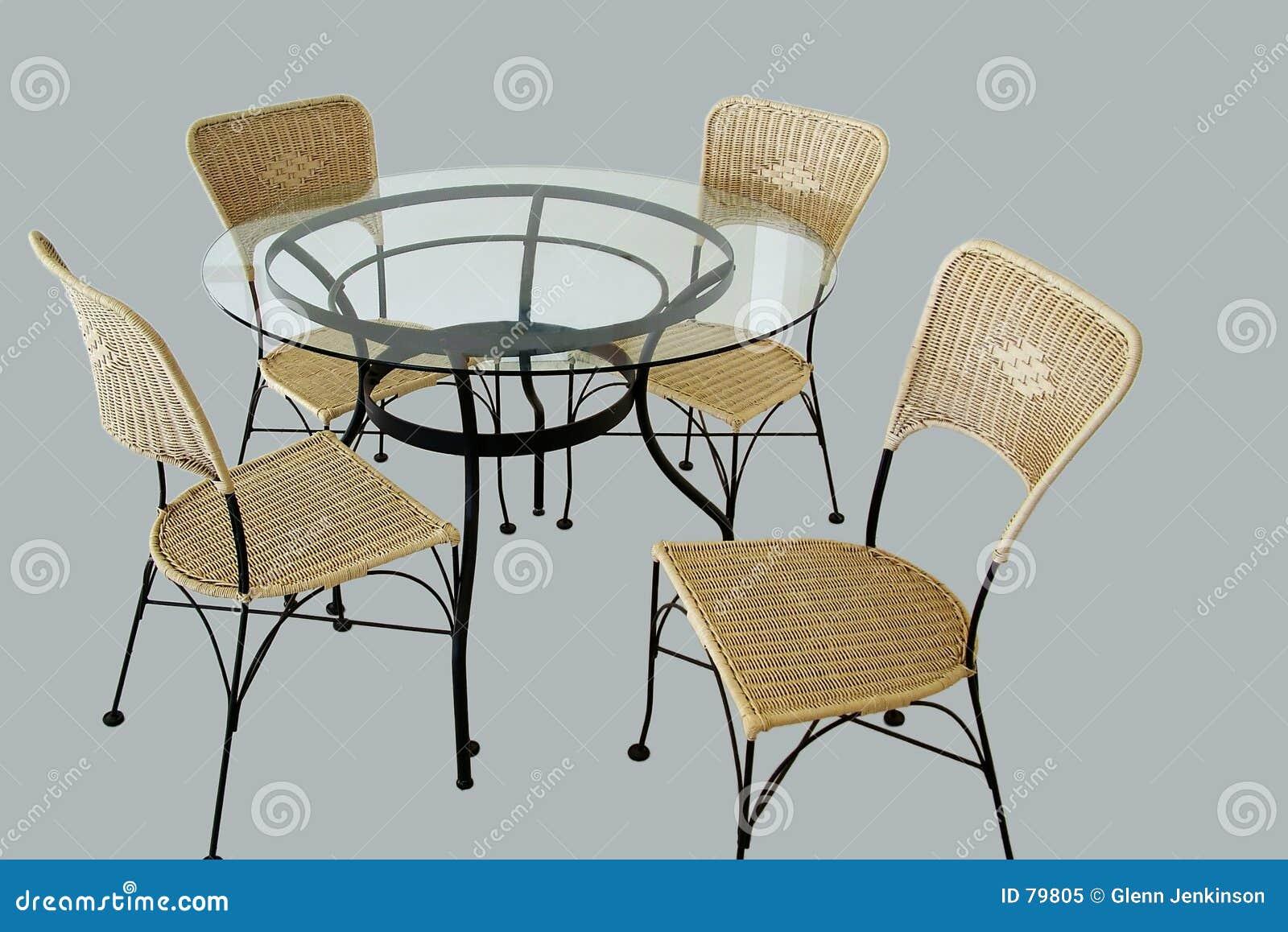 таблица изолированная стулами