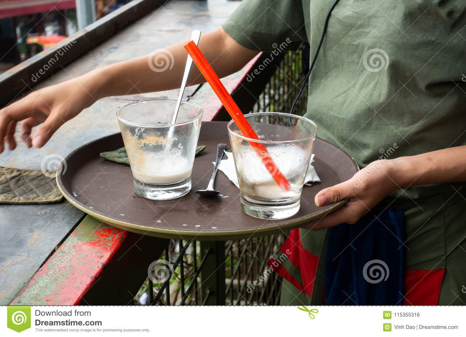 Таблица кафа чистки официантки в кафе
