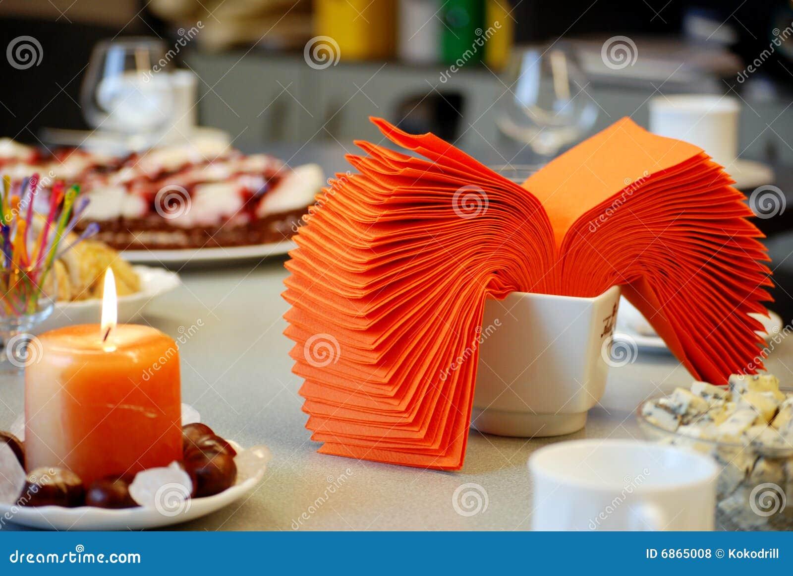 таблица ресторана романтичная
