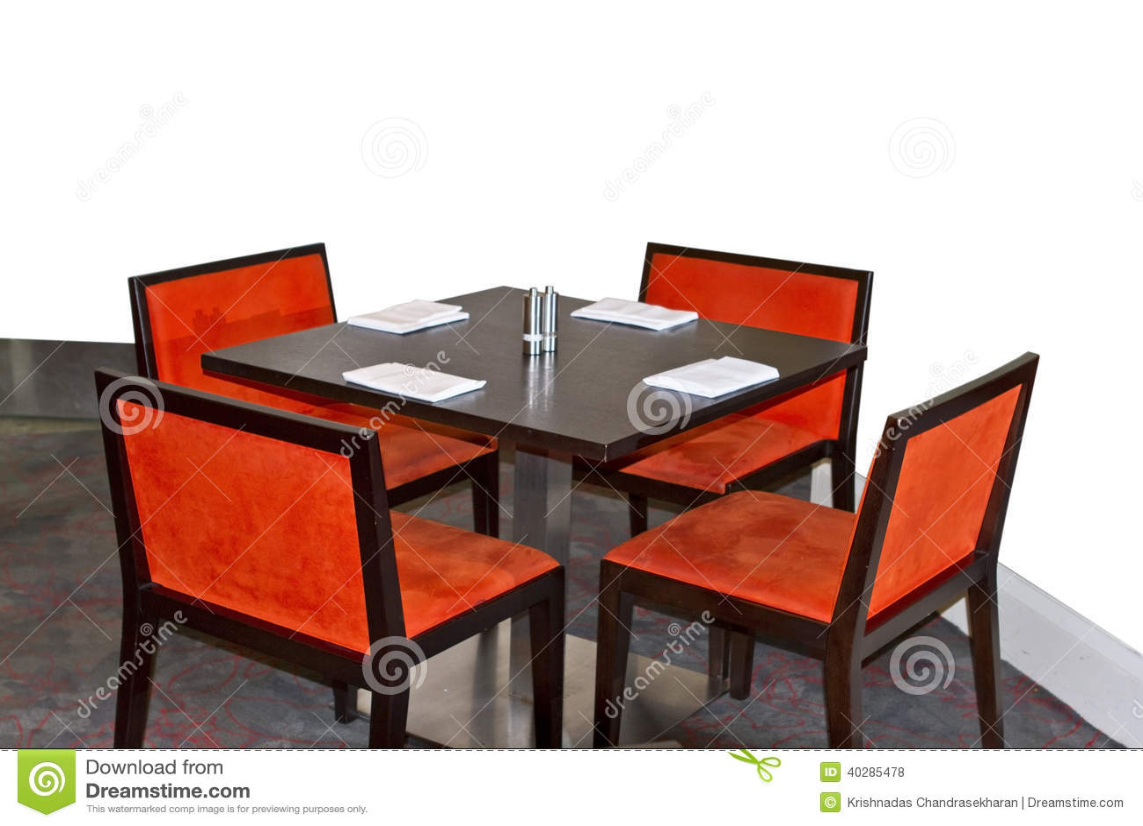 Таблица и стул