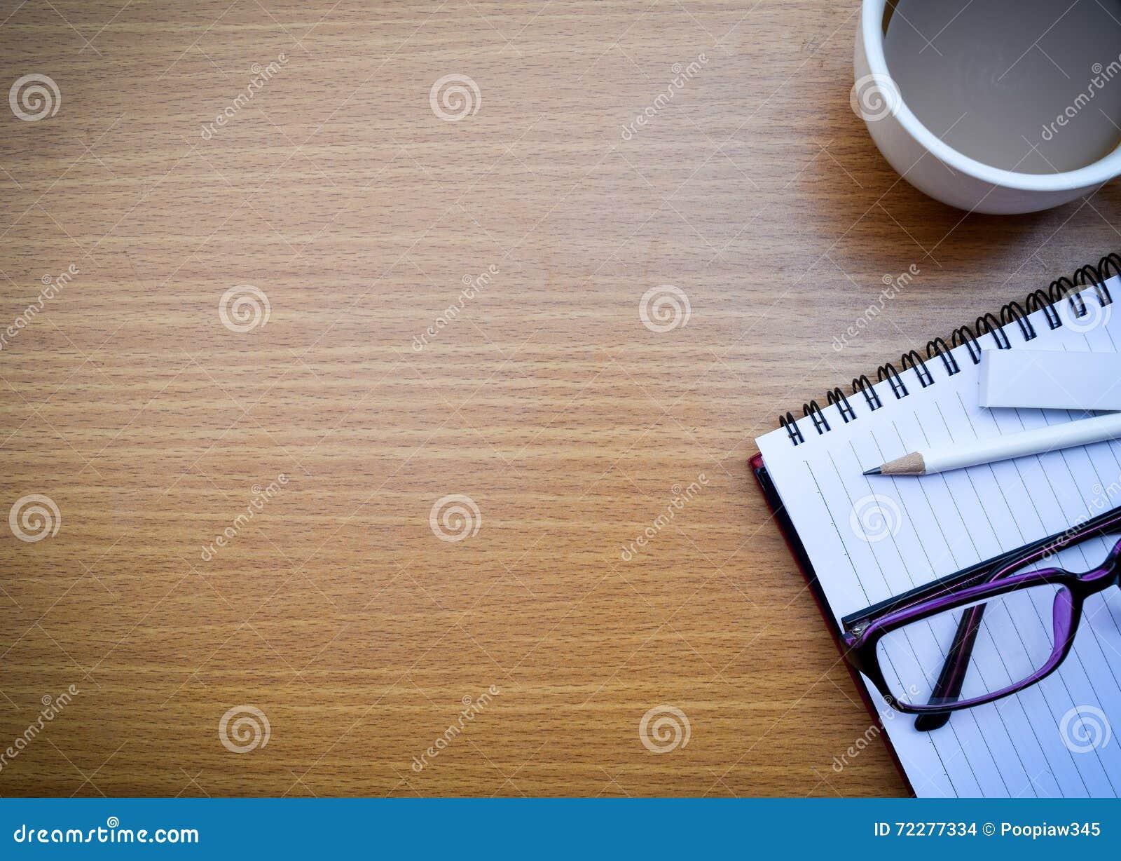 Download Таблица офиса стоковое фото. изображение насчитывающей сок - 72277334
