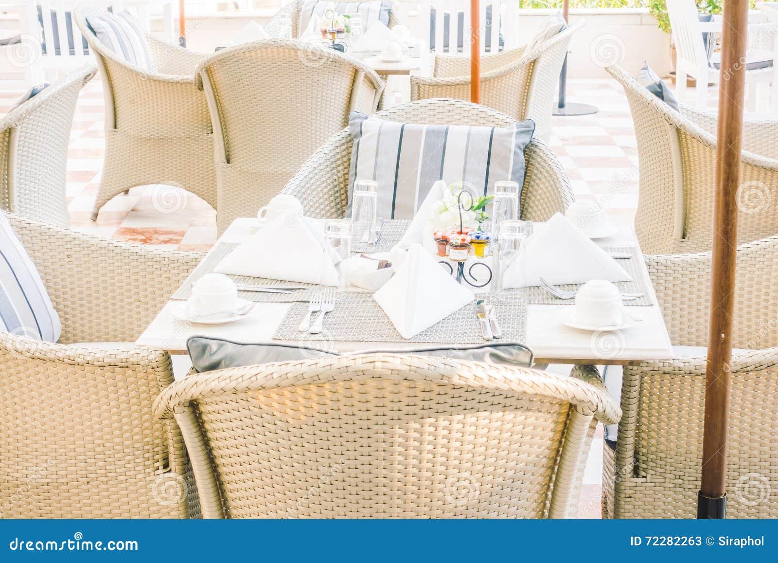 Download таблица стула пустая стоковое изображение. изображение насчитывающей таблица - 72282263