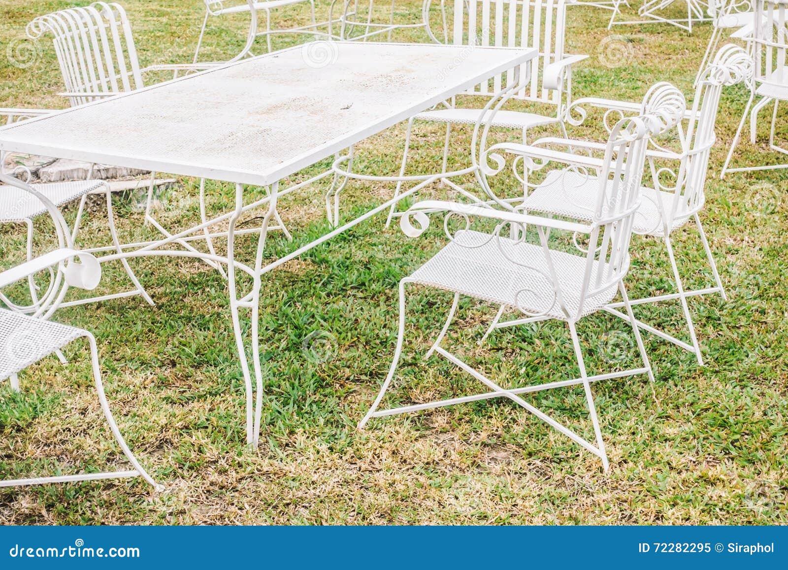 Download таблица стула пустая стоковое изображение. изображение насчитывающей каникула - 72282295