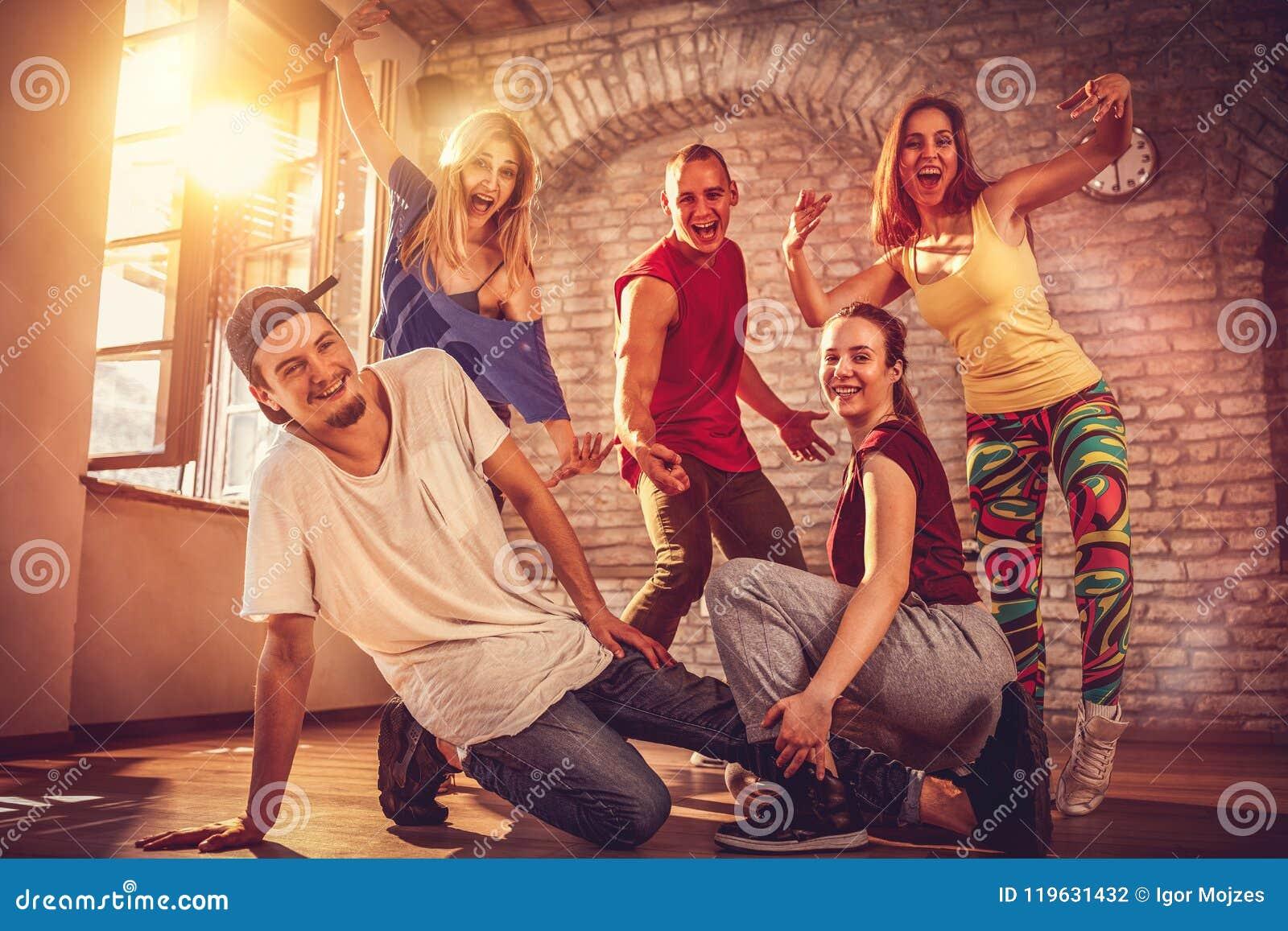 Тазобедренная концепция образа жизни хмеля - команда хмеля танцоров городская тазобедренная
