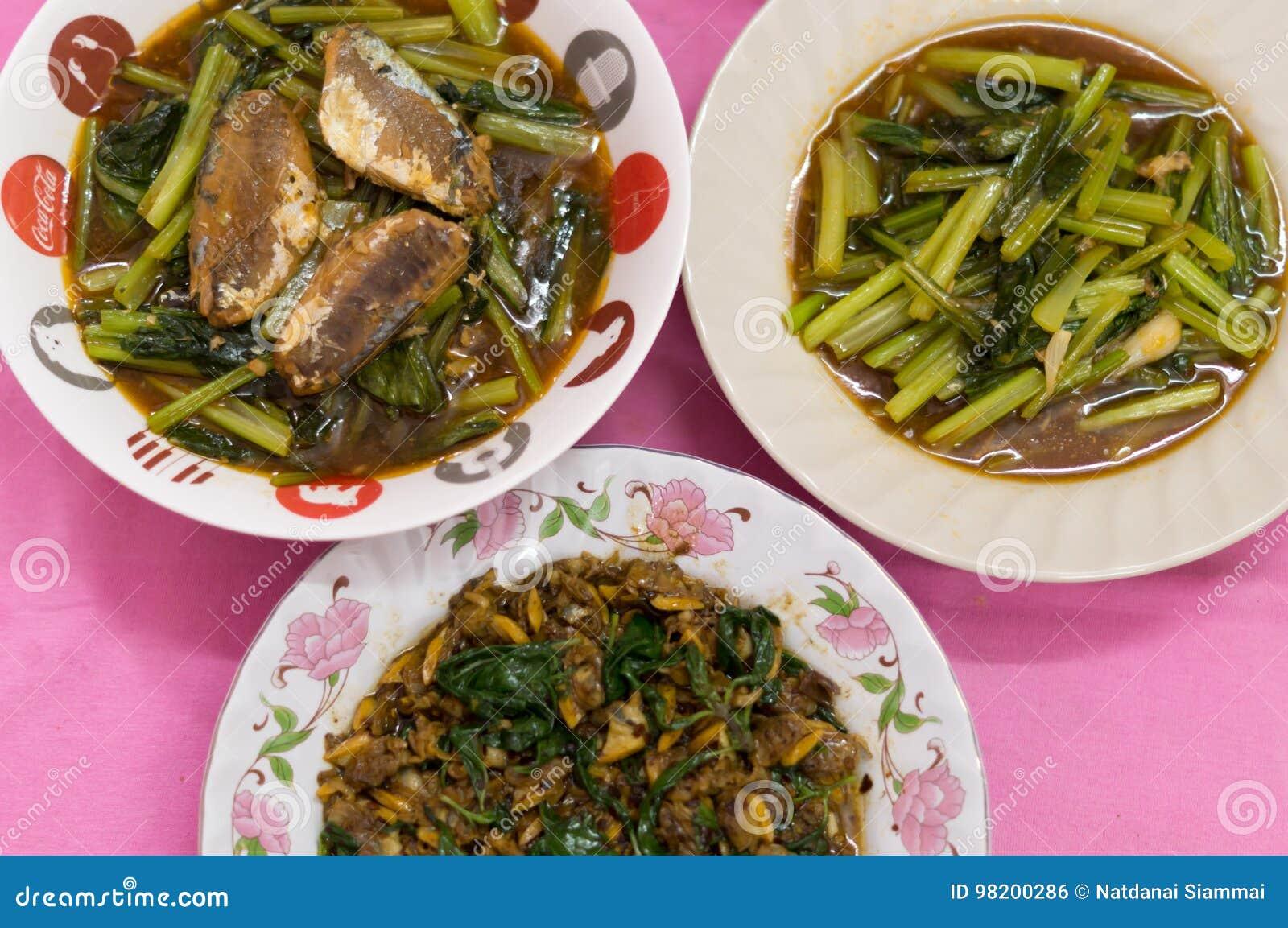 Download Тайская и китайская еда стоковое фото. изображение насчитывающей капуста - 98200286