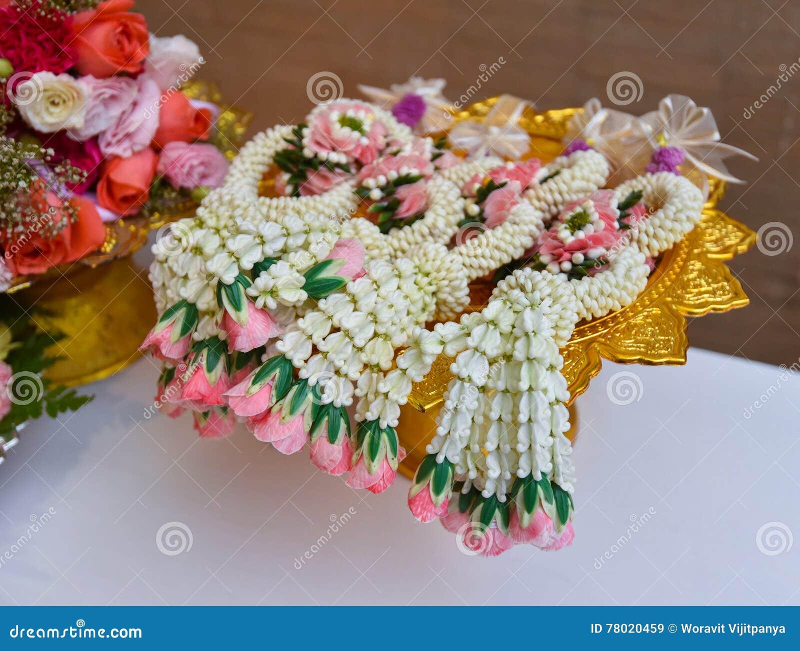 Тайские цветки гирлянды