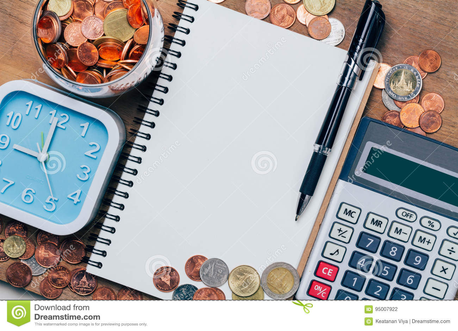 Тайский бат чеканит деньги, финансовый план