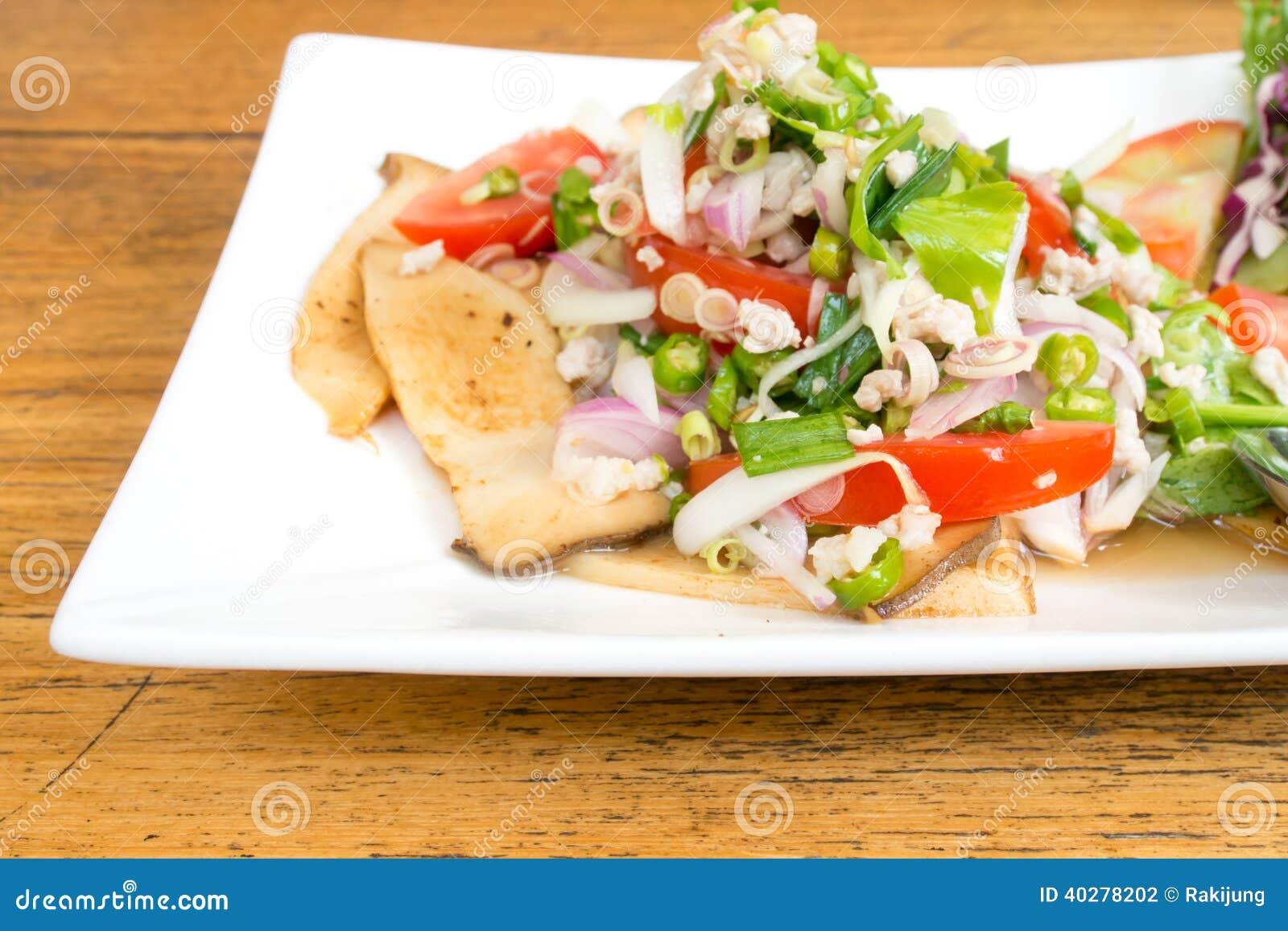 Тайский пряный салат гриба